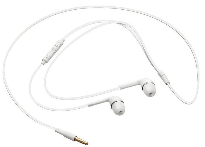 Samsung EO-HS3303WEGRU, White наушникиEO-HS3303WEGRUСтерео-гарнитура Samsung HS-330 тщательно разработана для того, чтобы обогатить ваши впечатления от музыки. 2 динамика внутри каждого наушника (высокочастотный 8 мм и низкочастотный 10 мм) обеспечивают насыщенный, высококачественный звук во всех регистрах в сопровождении глубокого басового тона. Кроме того, специальные прорези и воздушные отверстия минимизируют давление воздуха для обеспечения идеально сбалансированного звука.В комплекте со стерео-гарнитурой Samsung HS-330 поставляется 3 набора амбушюр для различных размеров ушных каналов, чтобы вы могли получить абсолютный комфорт. В дополнение к идеальной фиксации, усовершенствованная конструкция также обеспечивает отличную изоляцию от внешних шумов.Вы будете поражены плоским проводом стерео-гарнитуры Samsung HS-330. Такое решение проще в использовании и намного надежнее. Наушниками сразу можно пользоваться не распутывая их каждый раз при вытягивании из кармана. Кроме того, такой провод имеет более длительный срок службы.Cтерео-гарнитура Samsung HS-330 оснащена пультом управления, благодаря чему, пользоваться гарнитурой очень удобно. На пульте расположены микрофон, кнопки начала / остановки воспроизведения и регулировки громкости.