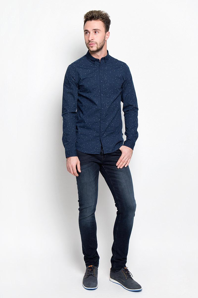 Джинсы мужские Only & Sons, цвет: темно-синий джинс. 22004358. Размер 30-30 (44-30)22004358_Dark Blue DenimМодные мужские джинсы Only & Sons - джинсы высочайшего качества на каждый день, которые прекрасно сидят.Модель-скинни кроя и стандартной посадки изготовлена из эластичного хлопка. Застегиваются джинсы на пуговицы, также имеются шлевки для ремня.Спереди модель дополнена двумя втачными карманами и одним небольшим накладным кармашком, а сзади - двумя накладными карманами. Оформлено изделие эффектом состаривания, металлическими клепками с логотипом бренда, перманентными складками и фирменной нашивкой на поясе.Эти стильные и в то же время комфортные джинсы послужат отличным дополнением к вашему гардеробу. В них вы всегда будете чувствовать себя уютно и комфортно.
