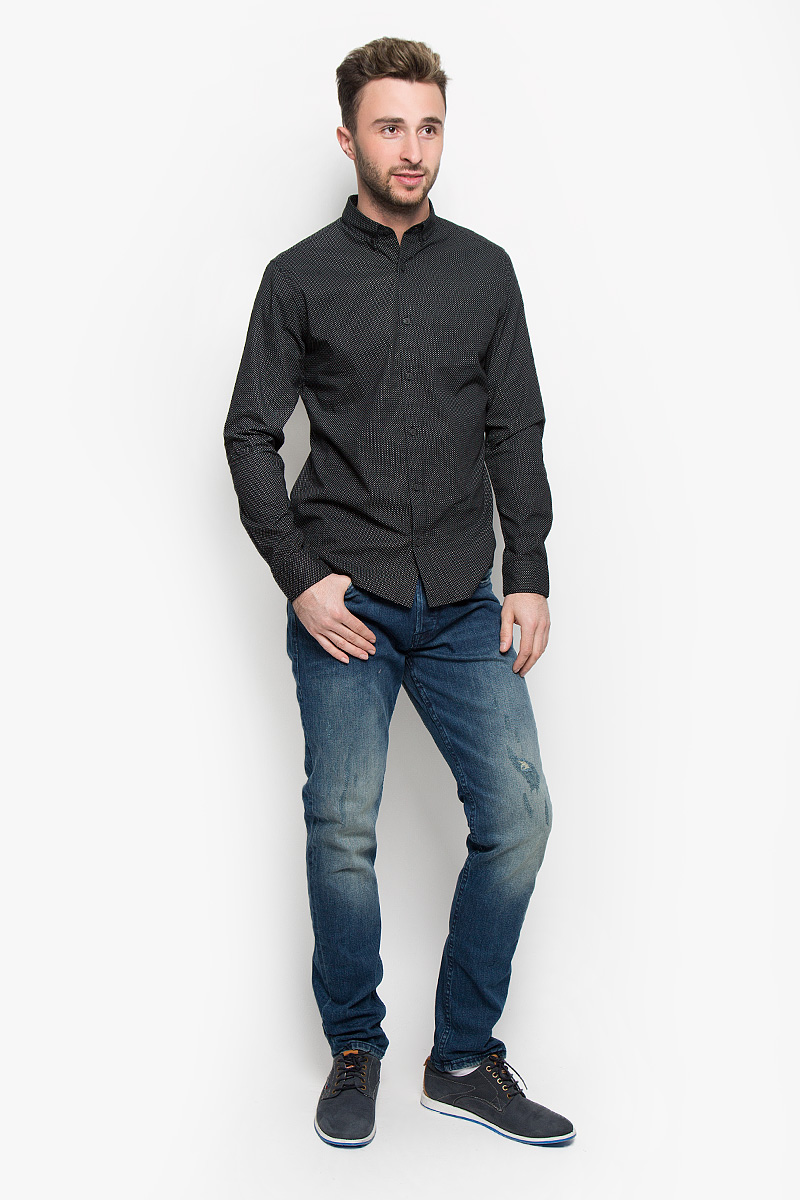 Джинсы мужские Only & Sons, цвет: синий. 22004359. Размер 30-34 (44-34)22004359_Dark Blue DenimМодные мужские джинсы Only & Sons - это джинсы высочайшего качества, которые прекрасно сидят. Они выполнены из высококачественного эластичного хлопка, что обеспечивает комфорт и удобство при носке. Джинсы прямого кроя и стандартной посадки станут отличным дополнением к вашему современному образу. Джинсы застегиваются на пуговицу в поясе и ширинку на пуговицах, дополнены шлевками для ремня. Джинсы имеют классический пятикарманный крой: спереди модель дополнена двумя втачными карманами и одним маленьким накладным кармашком, а сзади - двумя накладными карманами. Модель оформлена декоративными потертостями. Эти модные и в то же время комфортные джинсы послужат отличным дополнением к вашему гардеробу.