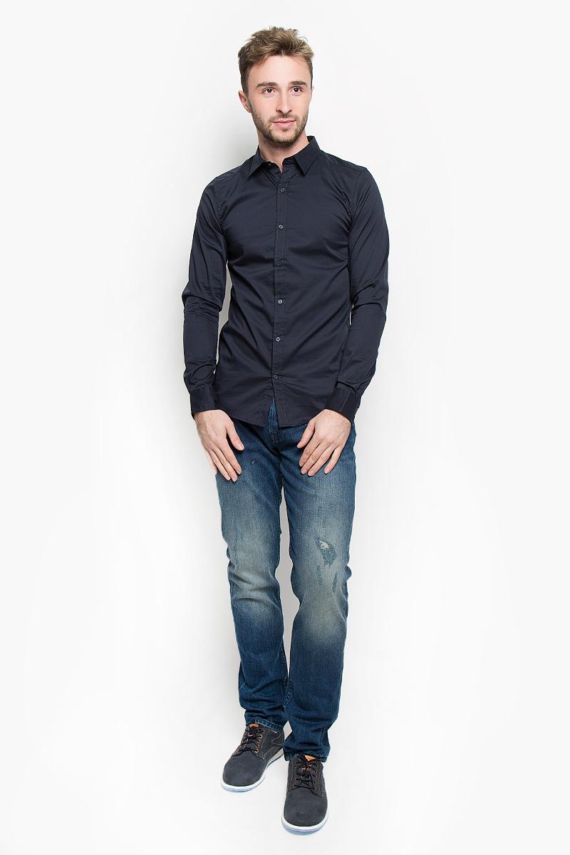 Рубашка мужская Only & Sons, цвет: темно-синий. 22004874. Размер M (46)22004874_Dark NavyСтильная мужская рубашка Only & Sons, выполненная из эластичного хлопка с добавлением нейлона, подчеркнет ваш уникальный стиль и поможет создать оригинальный образ. Такой материал великолепно пропускает воздух, обеспечивая необходимую вентиляцию, а также обладает высокой гигроскопичностью. Рубашка slim fit с длинными рукавами и отложным воротником застегивается на пуговицы спереди. Манжеты рукавов также застегиваются на пуговицы. Классическая рубашка - превосходный вариант для базового мужского гардероба и отличное решение на каждый день.Такая рубашка будет дарить вам комфорт в течение всего дня и послужит замечательным дополнением к вашему гардеробу.
