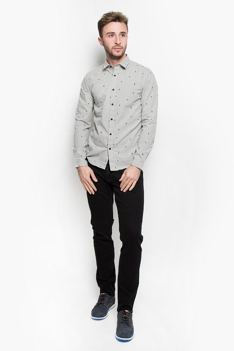 Рубашка мужская Only & Sons, цвет: светло-серый. 22004263. Размер M (46)22004263_Light Grey MelangeСтильная мужская рубашка Only & Sons, выполненная из хлопка с добавлением полиэстера, подчеркнет ваш уникальный стиль и поможет создать оригинальный образ. Такой материал великолепно пропускает воздух, обеспечивая необходимую вентиляцию, а также обладает высокой гигроскопичностью. Рубашка slim fit с длинными рукавами и отложным воротником застегивается на пуговицы спереди. Манжеты рукавов также застегиваются на пуговицы. Рубашка оформлена принтом в виде стрелок. Классическая рубашка - превосходный вариант для базового мужского гардероба и отличное решение на каждый день.Такая рубашка будет дарить вам комфорт в течение всего дня и послужит замечательным дополнением к вашему гардеробу.