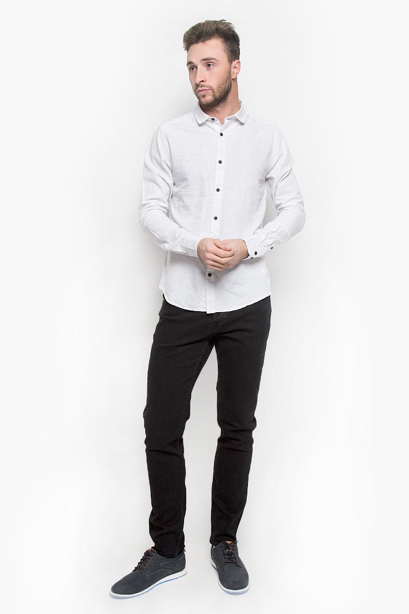 Рубашка мужская Only & Sons, цвет: белый. 22004295. Размер XL (50)22004295_WhiteСтильная мужская рубашка Only & Sons, выполненная из натурального хлопка, подчеркнет ваш уникальный стиль и поможет создать оригинальный образ. Такой материал великолепно пропускает воздух, обеспечивая необходимую вентиляцию, а также обладает высокой гигроскопичностью. Рубашка slim fit с длинными рукавами и отложным воротником застегивается на контрастные пуговицы спереди. Манжеты рукавов также застегиваются на пуговицы. Классическая рубашка - превосходный вариант для базового мужского гардероба и отличное решение на каждый день.Такая рубашка будет дарить вам комфорт в течение всего дня и послужит замечательным дополнением к вашему гардеробу.