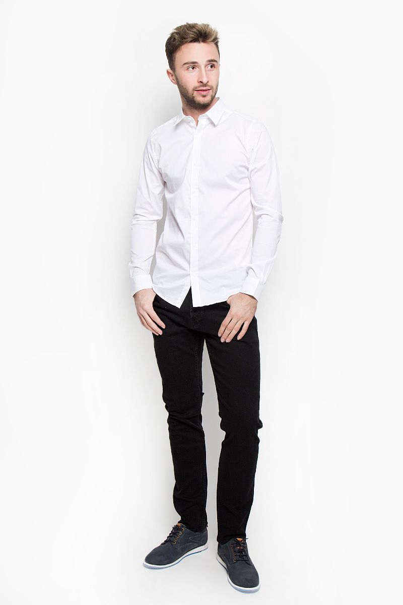 Рубашка мужская Only & Sons, цвет: белый. 22004874. Размер L (48)22004874_WhiteСтильная мужская рубашка Only & Sons, выполненная из эластичного хлопка с добавлением нейлона, подчеркнет ваш уникальный стиль и поможет создать оригинальный образ. Такой материал великолепно пропускает воздух, обеспечивая необходимую вентиляцию, а также обладает высокой гигроскопичностью. Рубашка slim fit с длинными рукавами и отложным воротником застегивается на пуговицы спереди. Манжеты рукавов также застегиваются на пуговицы. Классическая рубашка - превосходный вариант для базового мужского гардероба и отличное решение на каждый день.Такая рубашка будет дарить вам комфорт в течение всего дня и послужит замечательным дополнением к вашему гардеробу.