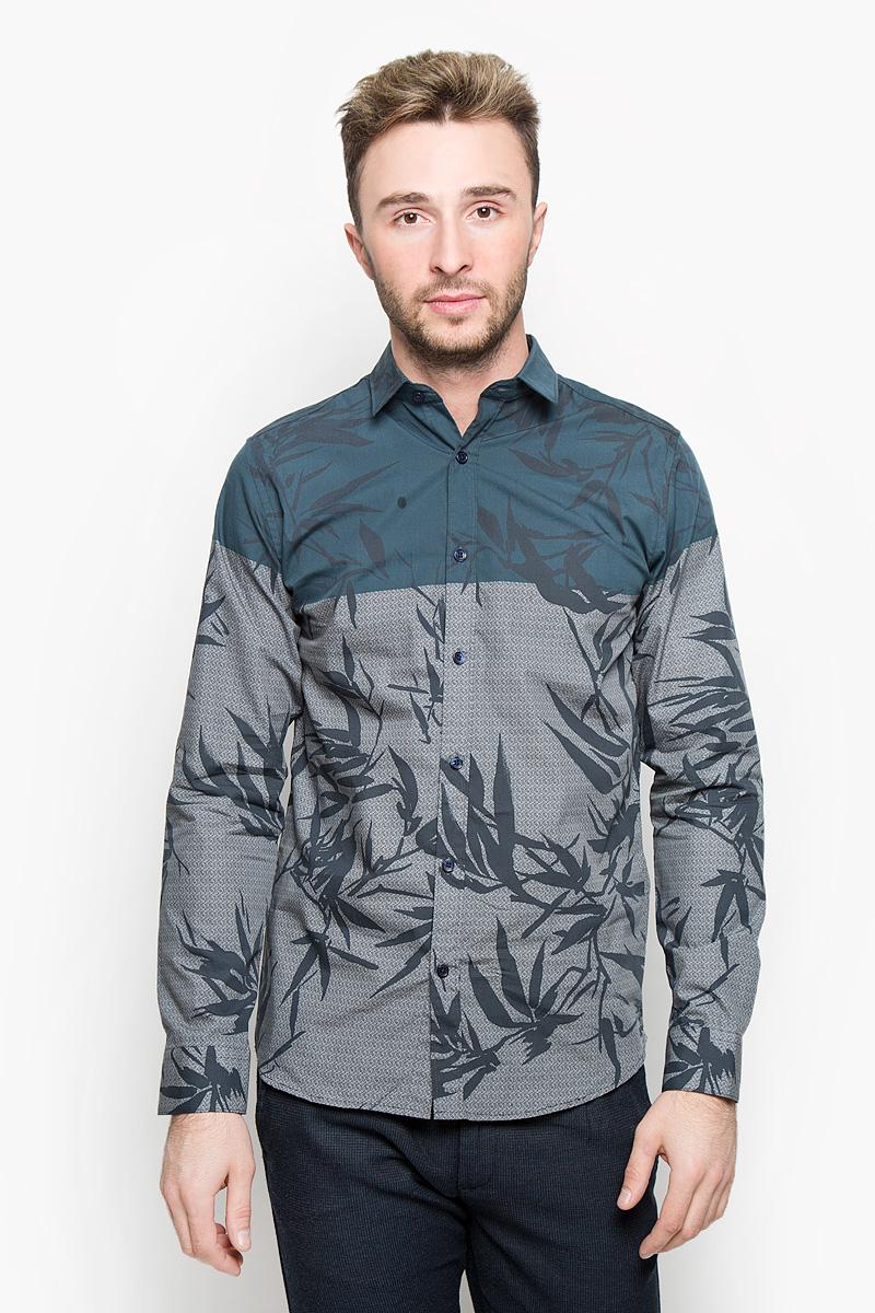 Рубашка мужская Selected Homme, цвет: серый, темно-синий. 16053589. Размер XL (50)16053589_Navy BlazerСтильная мужская рубашка Selected Homme, выполненная из натурального хлопка, подчеркнет ваш уникальный стиль и поможет создать оригинальный образ. Такой материал великолепно пропускает воздух, обеспечивая необходимую вентиляцию, а также обладает высокой гигроскопичностью. Рубашка slim fit с длинными рукавами и отложным воротником застегивается на пуговицы спереди. Манжеты рукавов также застегиваются на пуговицы. Рубашка оформлена крупным принтом в виде листьев. Классическая рубашка - превосходный вариант для базового мужского гардероба и отличное решение на каждый день.Такая рубашка будет дарить вам комфорт в течение всего дня и послужит замечательным дополнением к вашему гардеробу.