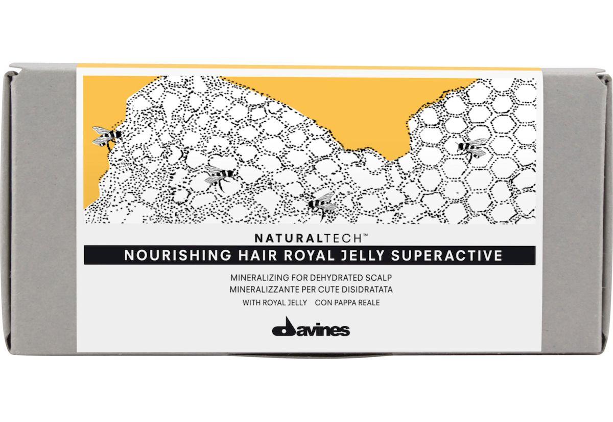 Davines Питательный суперактивный комплекс Королевское желе New Natural Tech Nourishing Hair Royal Jelly Superactive, 6х8 мл71181Питательный активный комплекс Королевское Желе - это многоцелевой активный комплекс по уходу за кожей головы, содержащий многочисленные витамины и минералы. В состав комплекса входит маточное молочко, богатое витаминами, минеральными солями и аминокислотами. В составе комплекса содержатся витамины В6, В1, В12, Е, С, а также, биотин, инозит, фолиевая кислота и аминокислоты: аланин, серин, глицин и лейцин. Маточное молочко – биологически активное вещество, которое выделяют челюсти рабочих пчел. Пчелиная матка, живущая в 50 раз дольше рабочей пчелы, питается только этим секретом. Теперь и вы можете воспользоваться этим уникальным продуктом для здоровья своих волос. рH 4,4.