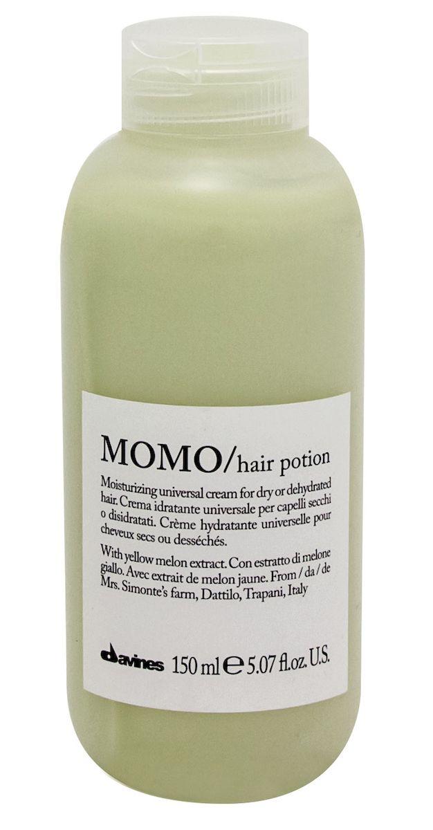 Davines Универсальный несмываемый увлажняющий крем Essential Haircare New Momo Hair Ppotion, 150 мл75018Специальная серия для сухих и обезвоженных волос. Натуральный экстракт желтой дыни насыщает волосы витаминами, минеральными солями. Волосы увлажнены надолго. Нормализуется функционирование кожи головы. Приятный свежий аромат успокаивает и настраивает на позитивный лад. Невесомая текстура. Не утяжеляет кудри.