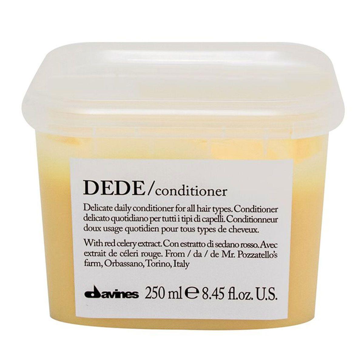 Davines Деликатный кондиционер Essential Haircare New Dede Conditioner, 250 мл75023Особая серия для бережного очищения волос любого типа. Активный экстракт красного сельдерея восстанавливает и питает локоны. Богатая важными антиоксидантами формула восстанавливает локоны. Минеральные соли, амино кислоты в высокой концентрации обеспечивают благоприятное воздействие на кудри, полностью очищают волосы, дарят им свежесть и чистоту.