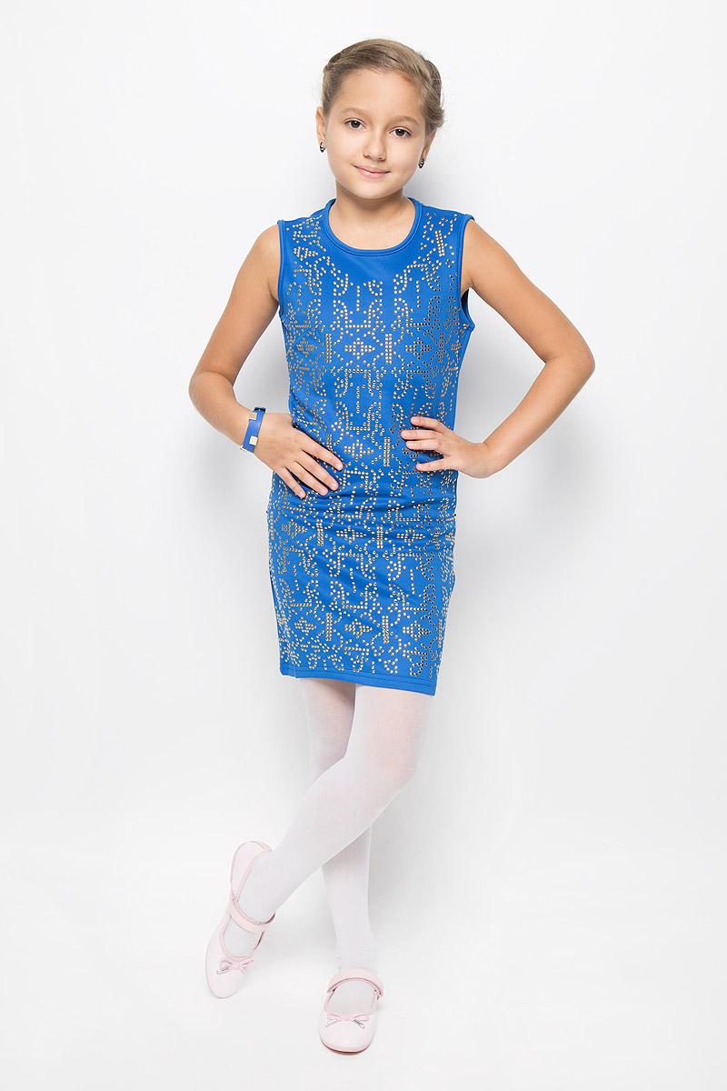Платье для девочки M&D, цвет: синий. SS163G72-9. Размер 146SS163G72-9Очаровательное платье для девочки M&D идеально подойдет вашей малышке. Платье выполнено из полиэстера с добавлением вискозы, оно необычайно мягкое и эластичное, не сковывает движения, великолепно отводит влагу от тела и не раздражает даже самую нежную и чувствительную кожу ребенка, обеспечивая наибольший комфорт. Платье-миди без рукавов застегивается на застежку-молнию на спинке. Изделие оформлено множеством металлических заклепок. В комплект также входит браслет в цвет платья, украшенный металлическими заклепками.Оригинальный современный дизайн и модная расцветка делают это платье модным и стильным предметом детского гардероба. В нем ваша малышка будет чувствовать себя уютно и комфортно и всегда будет в центре внимания!