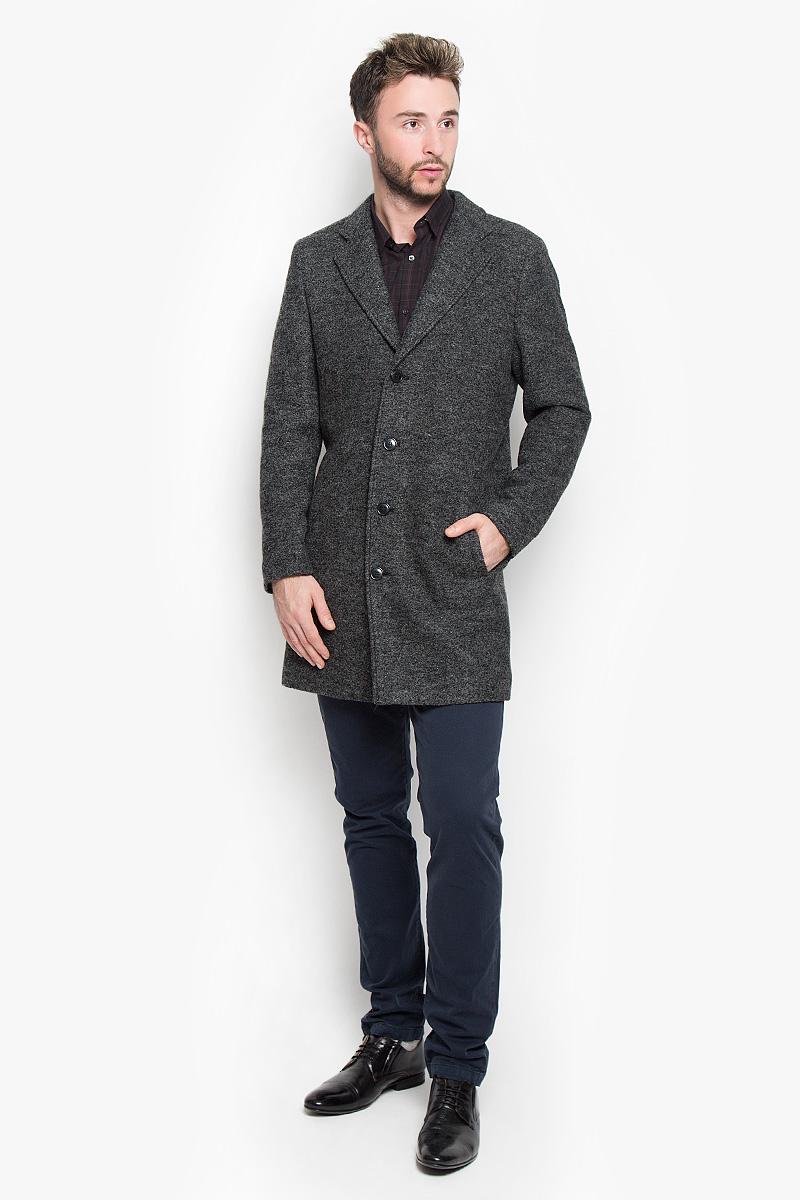 Пальто мужское Selected Homme Antonio Banderas, цвет: черный, серый. 16051623. Размер M (46)16051623_BlackСтильное мужское пальто Selected Homme Antonio Banderas, выполненное из полиэстера с добавлением шерсти, согреет вас в прохладную погоду. Модель с лацканами и длинными рукавами застегивается на четыре пуговицы. Спереди имеются два втачных кармана. С внутренней стороны два кармашка.В этом пальто вам будет уютно и комфортно.