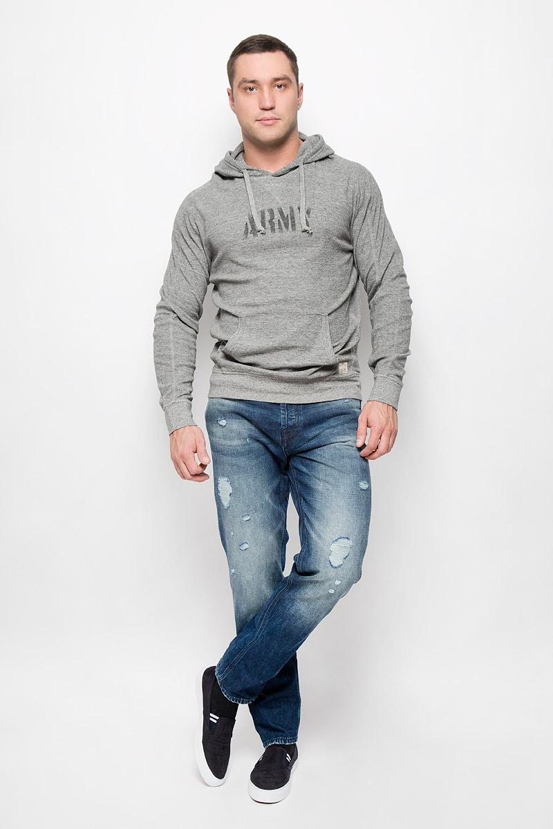 Джинсы мужские Jack & Jones Jeans Intelligence, цвет: темно-синий. 12110702. Размер 31-34 (46-34)12110702_Blue DenimМодные мужские джинсы Jack & Jones Jeans Intelligence - это джинсы высочайшего качества, которые прекрасно сидят. Они выполнены из натурального хлопка, что обеспечивает комфорт и удобство при носке. Джинсы-слим стандартной посадки станут отличным дополнением к вашему современному образу. Модель застегиваются на пуговицу в поясе и ширинку на пуговицах, дополнены шлевками для ремня. Джинсы имеют классический пятикарманный крой: спереди расположено два втачных кармана и один маленький накладной карман, а сзади - два накладных кармана. Модель оформлена потертостями и рваным эффектом.Эти модные и в то же время комфортные джинсы послужат отличным дополнением к вашему гардеробу.