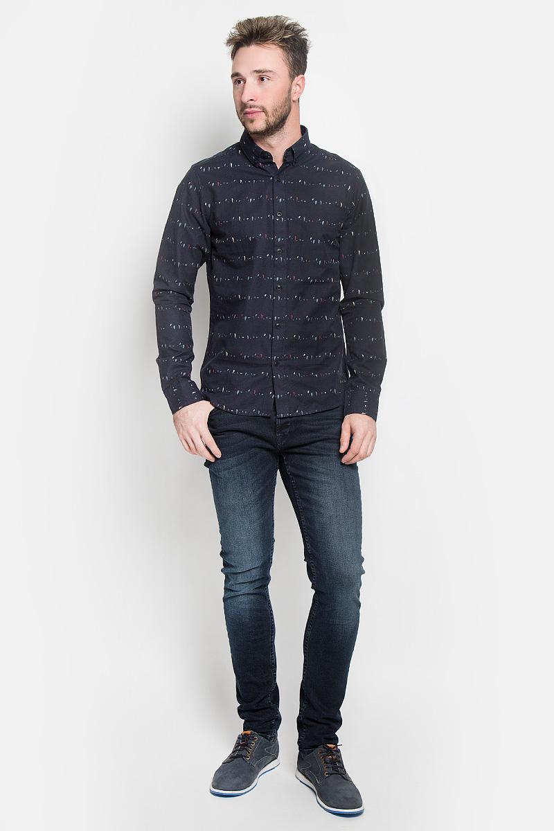 Рубашка мужская Only & Sons, цвет: темно-синий. 22004270. Размер M (46)22004270_Dress BluesСтильная мужская рубашка Only & Sons, выполненная из натурального хлопка, подчеркнет ваш уникальный стиль и поможет создать оригинальный образ. Такой материал великолепно пропускает воздух, а также обладает высокой гигроскопичностью. Рубашка slim fit с длинными рукавами и отложным воротником застегивается на пуговицы спереди. Манжеты рукавов также застегиваются на пуговицы. Рубашка оформлена принтом в виде мелких пятнышек. Классическая рубашка - превосходный вариант для базового мужского гардероба и отличное решение на каждый день.Такая рубашка будет дарить вам комфорт в течение всего дня и послужит замечательным дополнением к вашему гардеробу.