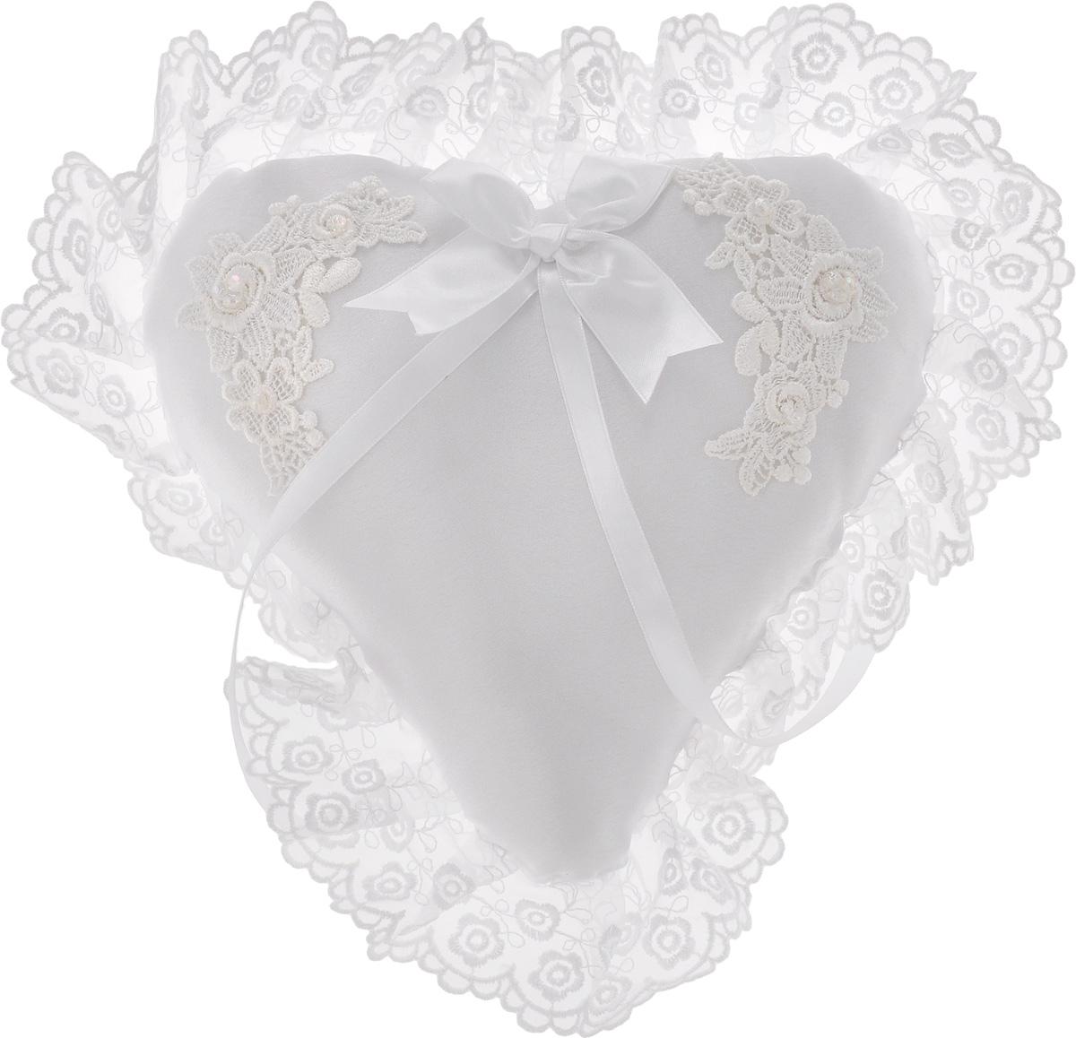 Подушечка для колец Bianco Sole Свадебная, 30 х 30 см139349Подушечка для колец с кружевом Bianco Sole Свадебная будет простовеликолепно выглядеть на свадебных фотографиях! Подушечка вручнуюизготовлена из нежного атласа белого цвета, украшена изящным кружевом,бантом и лентами. Обручальные кольца закрепляются на тонких атласных ленточках.На такой подушечке в виде сердца ваши обручальные кольца будут смотретьсяочень красиво!Размер подушечки: 30 х 30 см.