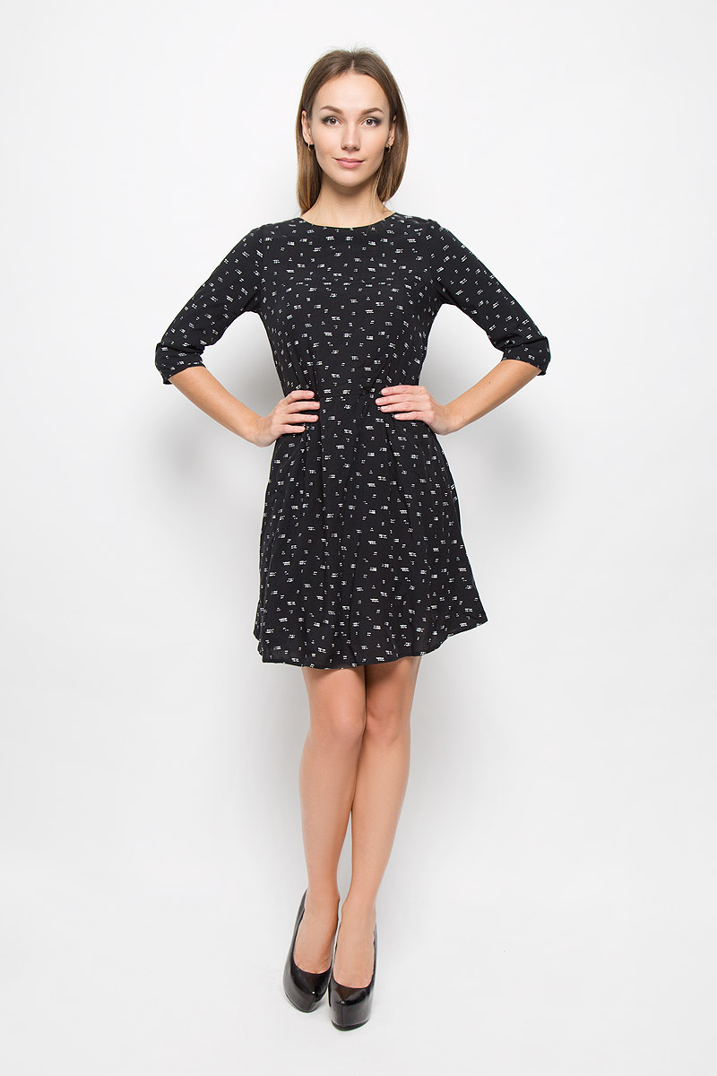 Платье Broadway Natasha, цвет: черный. 10156472. Размер XS (42)10156472_999Легкое платье Broadway Natasha, выполненное из высококачественного материала, идеально подойдет для модниц.Платье с круглым вырезом горловины и рукавами 3/4 застегивается по спинке на скрытую молнию. От линии талии на модели заложены складки. Изделие оформлено абстрактным принтом.