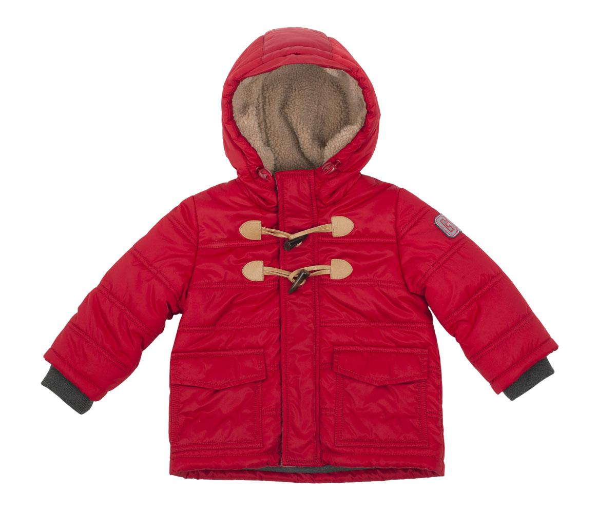 Куртка для мальчика Gulliver Baby, цвет: красный. 216GBBC4101. Размер 74/80216GBBC4101Прекрасный вариант для ежедневных прогулок - стеганая куртка на синтепоне. Эта куртка - яркий цветовой акцент осеннего образа ребенка. Удобная форма, теплый капюшон на подкладке из искусственного меха, крупные карманы, трикотажные подвязы делают куртку очень комфортной и уютной. Яркие индивидуальные черты модели придает застежка на текстильные петли и пуговицы клычок, а также крупный принт на спинке. Это обеспечивает прекрасный внешний вид, подчеркивая глубину и тщательность проработки модели. Если вам нужно купить детскую куртку и не сомневаться в ее качестве, красоте и комфорте, эта куртка от Gulliver - то, что вам нужно!