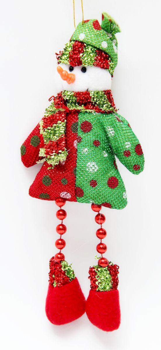 Украшение новогоднее подвесное Феникс-Презент Снеговик красно-зеленый, 23 x 10 х 3 см. 4252842528Новогоднее подвесное украшение Феникс-Презент Снеговик красно-зеленый выполнено из полиэстера в виде снеговика. С помощью специальной петельки украшение можно повесить в любом понравившемся вам месте. Но, конечно, удачнее всего оно будет смотреться на праздничной елке.Елочная игрушка - символ Нового года. Она несет в себе волшебство и красоту праздника. Создайте в своем доме атмосферу веселья и радости, украшая новогоднюю елку нарядными игрушками, которые будут из года в год накапливать теплоту воспоминаний.