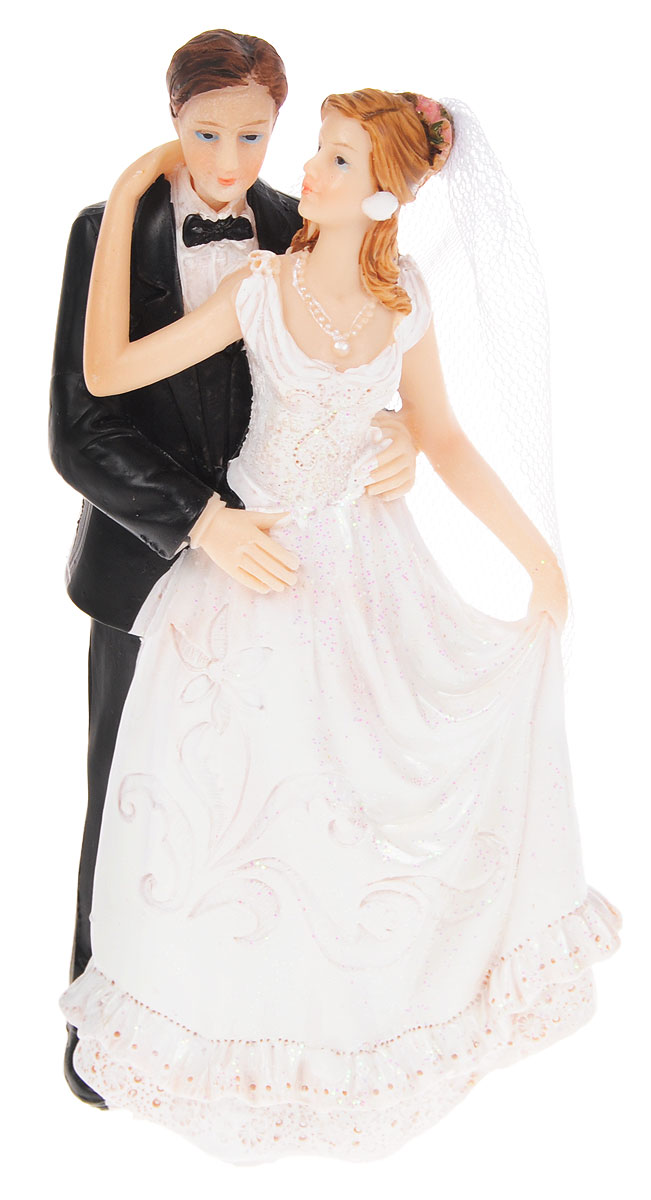 Фигурка декоративная Win Max Свадебная, высота 16 см. 12784038638Декоративная фигурка Win Max Свадебная изготовлена из полистоуна. Изделие представляет собой фигурку жениха и невесты, украшенную тесьмой и блестками. Такая фигурка идеально впишется в свадебный интерьер и будет радовать вас своим видом в самый важный день в вашей жизни. Высота фигурки: 16 см.