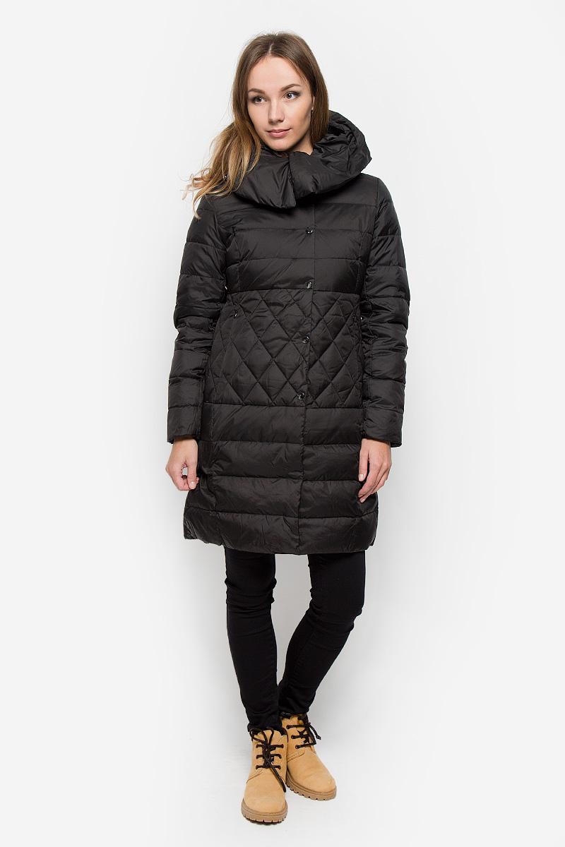 Пальто женское Sela Casual, цвет: черный. Ced-126/653-6414. Размер L (48)Ced-126/653-6414Удобное женское пальто Sela Casual согреет вас в прохладную погоду и позволит выделиться из толпы. Модель с длинными рукавами и несъемным капюшоном выполнена из полиэстера. Наполнитель из натурального пуха и пера надежно сохранит тепло и не позволит вам замерзнуть.Пальто застегивается на застежку-молнию спереди и имеет ветрозащитный клапан на кнопках. Изделие дополнено двумя втачными карманами на застежках-молниях спереди. Рукава дополнены внутренними трикотажными манжетами. Это модное и уютное пальто - отличный вариант для прогулок, оно подчеркнет ваш изысканный вкус и поможет создать неповторимый образ.