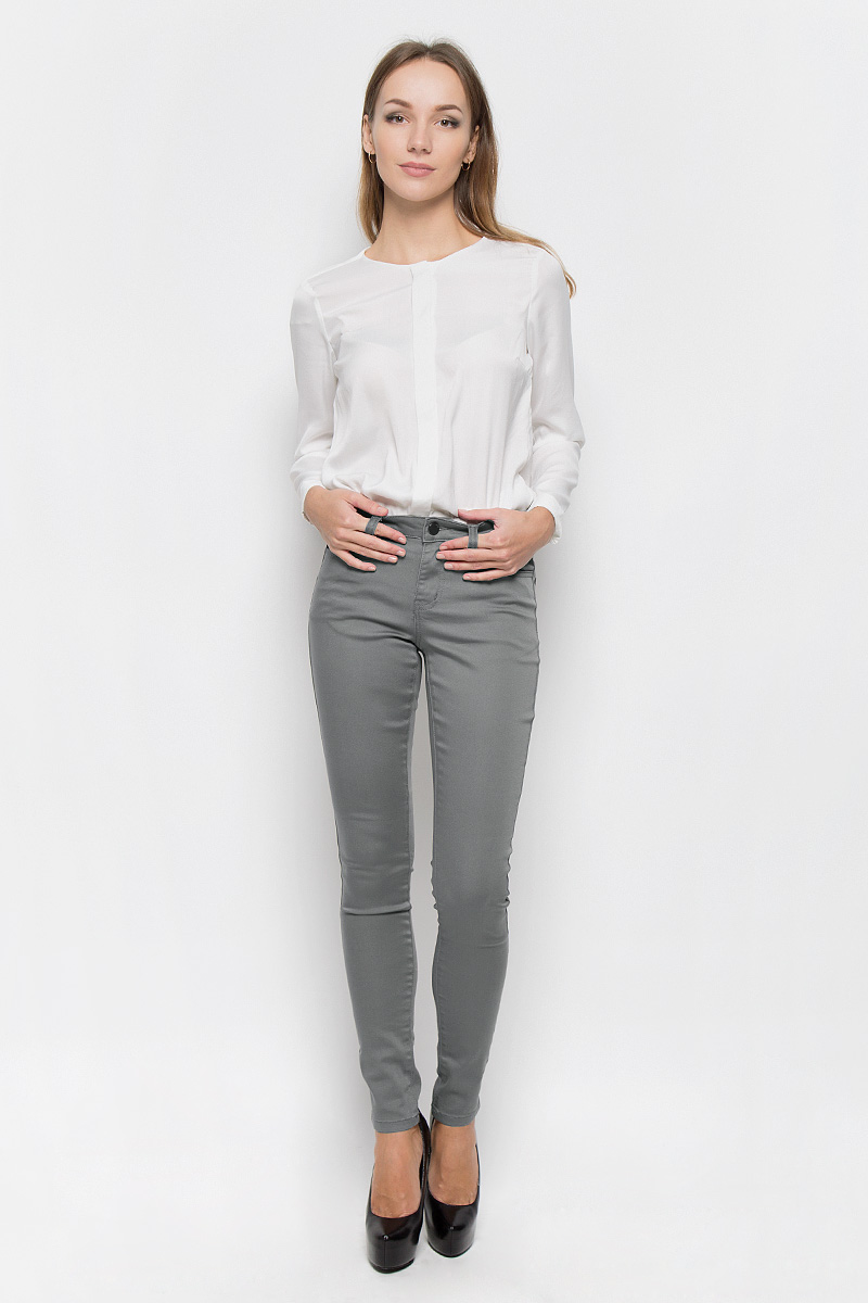 Брюки женские Broadway Jane, цвет: серо-оливковый. 10156830. Размер XL (50)10156830_675Стильные женские брюки Broadway Jane - это изделие высочайшего качества, которое превосходно сидит и подчеркнет все достоинства вашей фигуры. Брюки-скинни стандартной посадки выполнены из эластичного высококачественного материала, что обеспечивает комфорт и удобство при носке. Модель застегивается на пуговицу в поясе и ширинку на застежке-молнии, имеет шлевки для ремня. Брюки имеют классический пятикарманный крой: они оснащены двумя втачными карманами и небольшим втачным кармашком спереди, и двумя втачными карманами на пуговицах сзади.Эти модные и в то же время комфортные брюки послужат отличным дополнением к вашему гардеробу и помогут создать неповторимый современный образ.