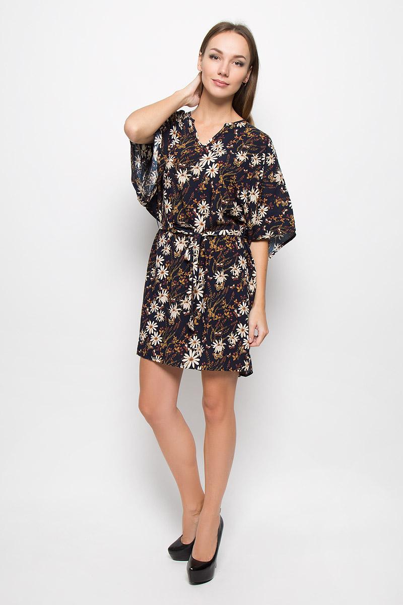 Платье Broadway Onnie, цвет: темно-синий. 10156489. Размер M (46)10156489_541Легкое платье Broadway Onnie, выполненное из высококачественного материала, идеально подойдет для модниц. Материал изделия мягкий и тактильно приятный, обладает высокими дышащими свойствами. Платье с фигурным вырезом горловины и рукавами-кимоно имеет удлиненную спинку. Линию талии подчеркивает поясок в тон к платью на тонких шлевках. Изделие оформлено принтом с изображением цветов и бабочек.Оригинальный дизайн и расцветка подчеркнут вашу индивидуальность!