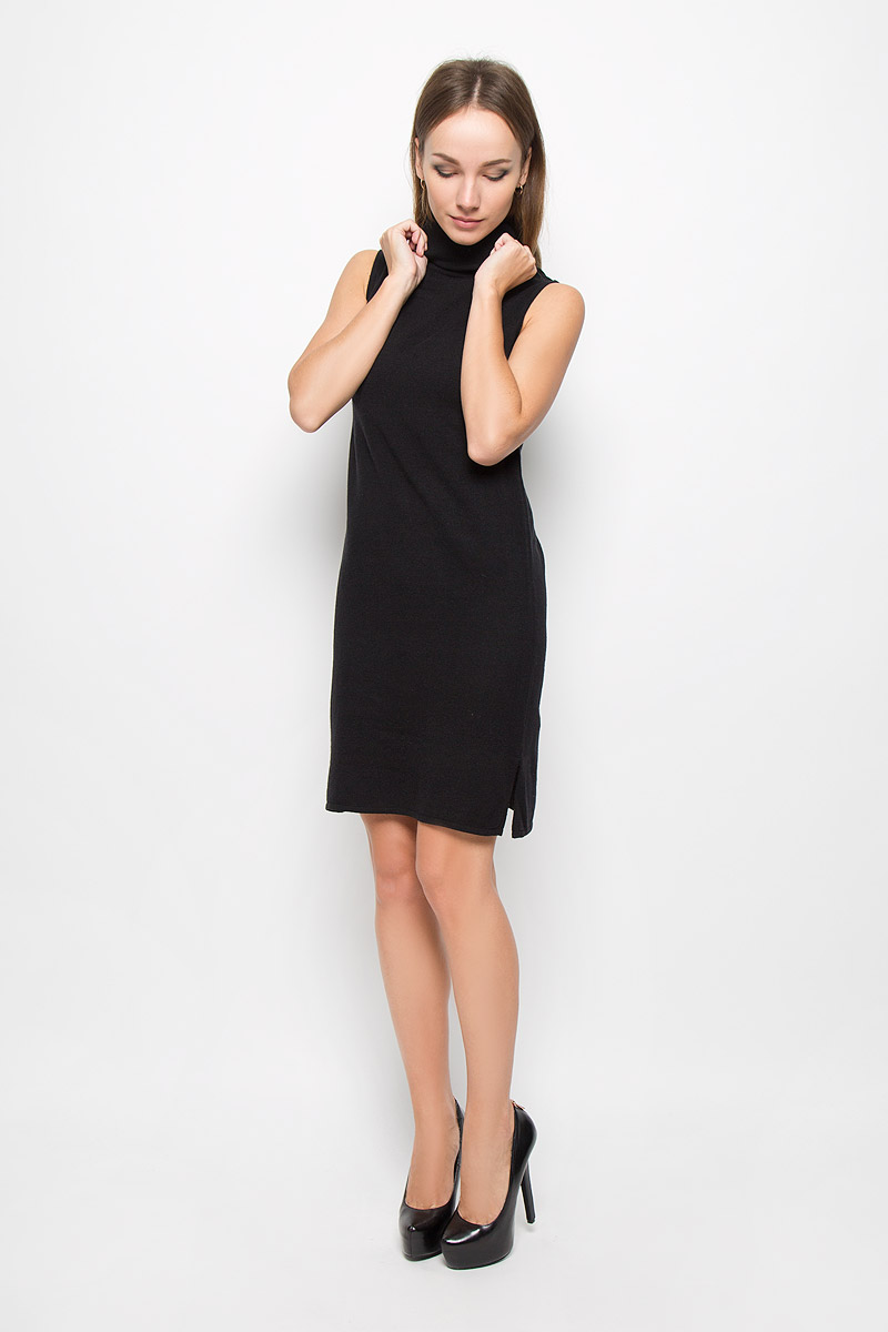 Платье Broadway Ninette, цвет: черный. 10158. Размер L (48)10158_999Стильное платье Broadway Ninette, выполненное из высококачественного материала, идеально подойдет для модниц. Материал изделия мягкий и тактильно приятный, не стесняет движений и обеспечивает комфорт при носке. Платье с воротником-гольф имеет по бокам небольшие разрезы. Оригинальный дизайн и совершенство стиля подчеркнут вашу индивидуальность!