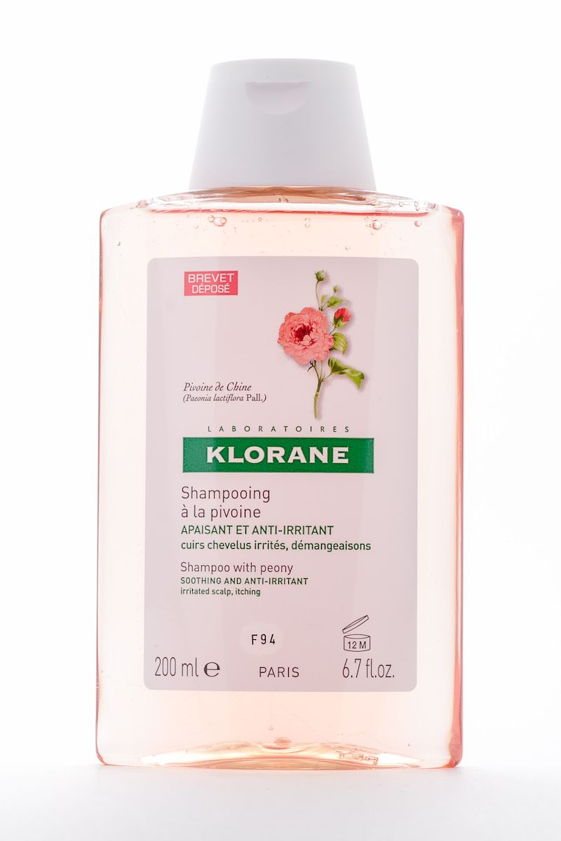 Klorane Irritated Scalp Шампунь с экстрактом пиона, успокаивающий, 200 млC00737Мягко очищает чувствительную кожу головы. Облегчает расчесывание, придает волосам объем и блеск. Успокаивает раздражение и зуд, сопровождающие перхоть. Рекомендуется чередовать с лечебными шампунями от перхоти.