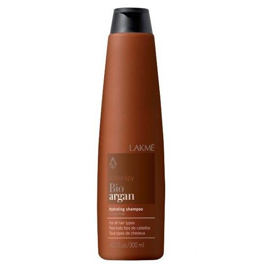 Lakme K.Therapy Bio-Argan Hydrating Shampoo - Шампунь увлажняющий с аргановым маслом 300 мл43004Увлажняющий шампунь со 100% органическим маслом арганы. Не содержит сульфатов.Преимущества: Предотвращает обезвоживание волос.Защищает окрашенные волосы.Деликатно ухаживает за волосами и облегчает расчесывание.Не содержит сульфатов.Для всех типов волос.Активные компоненты: Аргановое масло: высокое содержание линолеиновой кислоты и жирной кислоты омега 6. Увлажнение без жирного эффекта. Предотвращает утрату волосами эластичности и ломкости волос. Придает волосам мягкость, шелковистость и блеск.Натуральный бетанин: Создает на волосах ощущение комфорта. Повышает естественный уровень увлажнения волос. Защищает кожу волосистой части головы от раздражений и агрессивных воздействий окружающей среды. Придает волосам естественный блеск и повышенную эластичность.