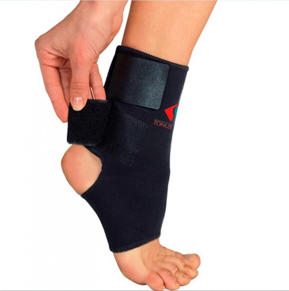 Повязка Tonus Elast для фиксации голеностопного сустава. 0310. Размер 10310/1Повязка из неопрена для фиксации голеностопного сустава, c застёжкой velcro. Предназначена для использования в качестве лечебно-профилактического средства, для фиксации, защиты и поддержания в состоянии покоя связочного (костного) аппарата и мягких тканей сустава. Подходит для фиксации бинтовых повязок.