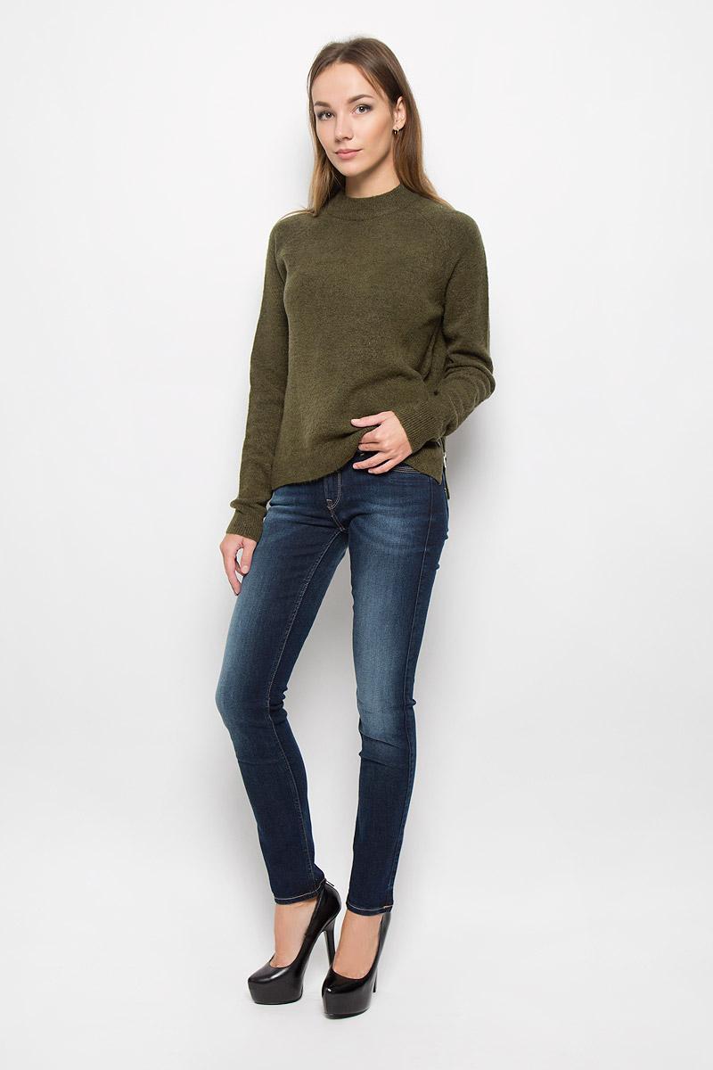 Джинсы женские Lee Jade, цвет: синий. L331GCIU. Размер 27-33 (42/44-33)L331GCIUСтильные женские джинсы Lee Jade - это джинсы высочайшего качества, которые прекрасно сидят. Они выполнены из высококачественного эластичного хлопка с добавлением полиэстера, что обеспечивает комфорт и удобство при носке. Модные джинсы-слим стандартной посадки станут отличным дополнением к вашему современному образу. Джинсы застегиваются на пуговицу в поясе и ширинку на застежке-молнии, имеют шлевки для ремня. Джинсы имеют классический пятикарманный крой: спереди модель оформлена двумя втачными карманами и одним маленьким накладным кармашком, а сзади - двумя накладными карманами. Модель оформлена перманентными складками и эффектом потертости. Эти модные и в то же время комфортные джинсы послужат отличным дополнением к вашему гардеробу.