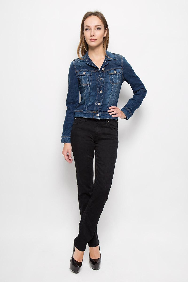 Джинсы женские Lee Marion Straight, цвет: черный. L301GY47. Размер 27-33 (42/44-33)L301GY47Стильные женские джинсы Lee Marion Straight - это джинсы высочайшего качества, которые прекрасно сидят. Они выполнены из высококачественного эластичного хлопка с добавлением полиэстера и вискозы, что обеспечивает комфорт и удобство при носке. Модные джинсы прямого кроя и стандартной посадки станут отличным дополнением к вашему современному образу. Джинсы застегиваются на пуговицу в поясе и ширинку на застежке-молнии, имеют шлевки для ремня. Джинсы имеют классический пятикарманный крой: спереди модель оформлена двумя втачными карманами и одним маленьким накладным кармашком, а сзади - двумя накладными карманами. Эти модные и в то же время комфортные джинсы послужат отличным дополнением к вашему гардеробу.