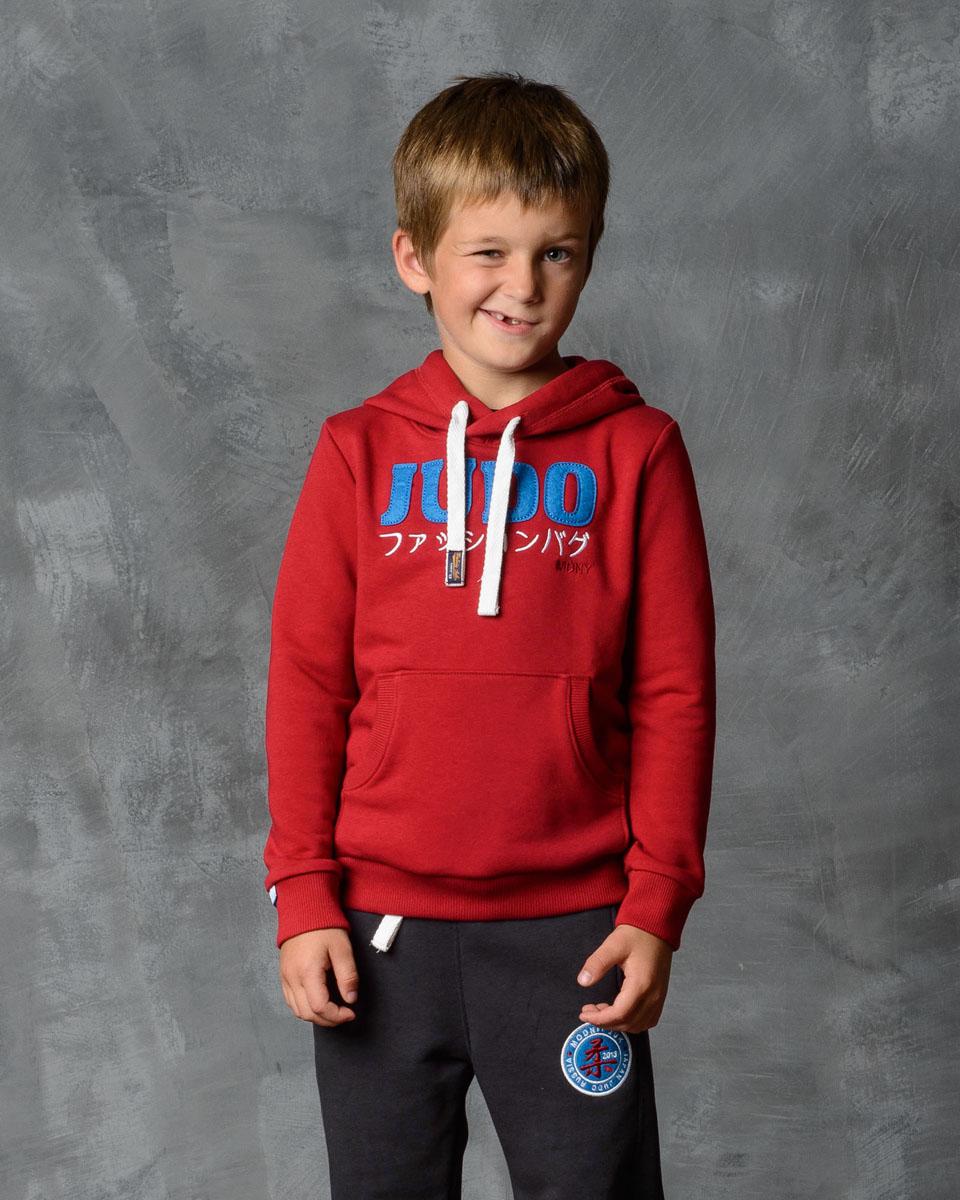Толстовка для мальчика Modniy Juk, цвет: бордовый. 25В00010701. Размер 14625В00010701/JUDO_MDNYТолстовка для мальчика Modniy Juk выполнена из высококачественной мягкой ткани. Модель полуприлегающего силуэта с втачными длинными рукавами. Низ изделия и манжеты рукавов из трикотажной резинки. Капюшон дополнен со шнурком. Не стесняет движения. Яркая нашивка в стиле Modniy Juk.