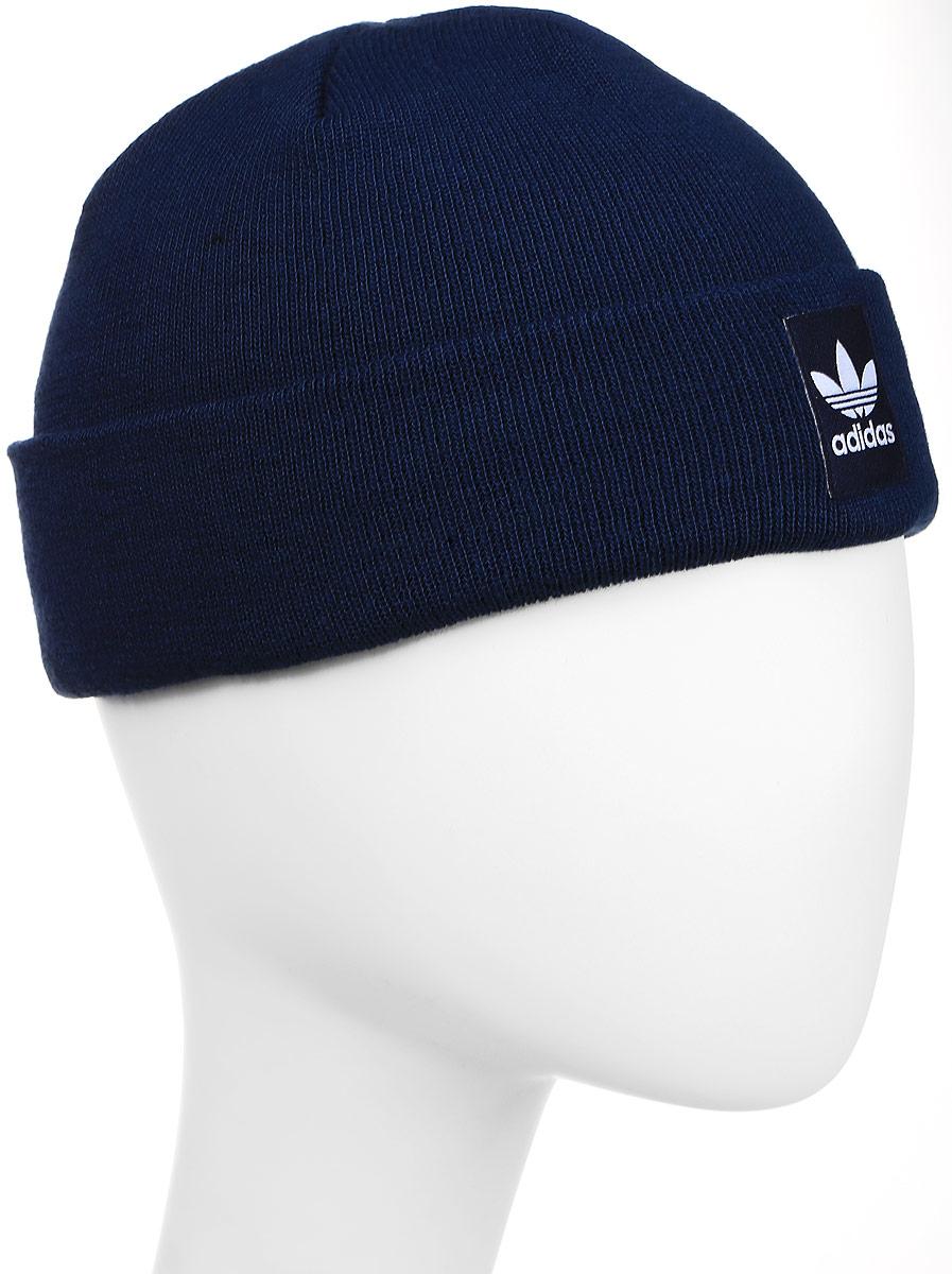 Шапка adidas Rib Logo Beanie, цвет: темно-синий. AY9073. Размер 48/50AY9073Шапка Adidas Rib Logo Beanie - классическая шапка-бини, связанная из мягкой меланжевой пряжи. Три полоски украшают внутреннюю сторону подвернутого манжета. Атласная нашивка с Трилистником на отвороте.