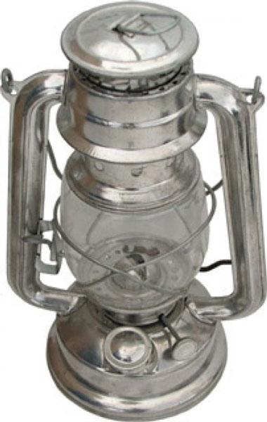 Керосиновая лампа, высотой 24 см, применяется для освещения небольшого  помещения при отсутствии электричества, либо пригодится в качестве источника  света в саду или на даче.    Простая и удобная в использовании керосиновая лампа FIT выполнена из металла,  колба - из жаропрочного стекла. Для повышения безопасности лампа оснащена  защитной решеткой и устойчивой подставкой. Лампа работает на керосине и  лампадном масле.  Керосиновая лампа FIT прольет свет на многие тайны - от  ее тихого огня беседы станут откровенней, чай вкуснее, а вечер длиннее и  романтичней.