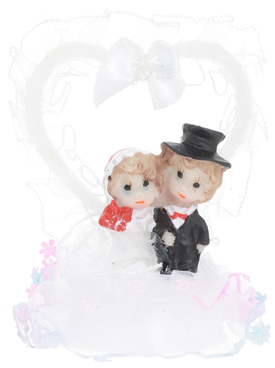 Свадебная фигурка на торт Win Max Жених и невеста, высота 8 см27901Фигурка Win Max Жених и невеста прекрасно подойдет для оформления свадебного торта. Украшение выполнено в виде молодоженов на подиуме. Такая фигурка подчеркнет индивидуальность вашей пары и станет приятным воспоминанием о торжестве.