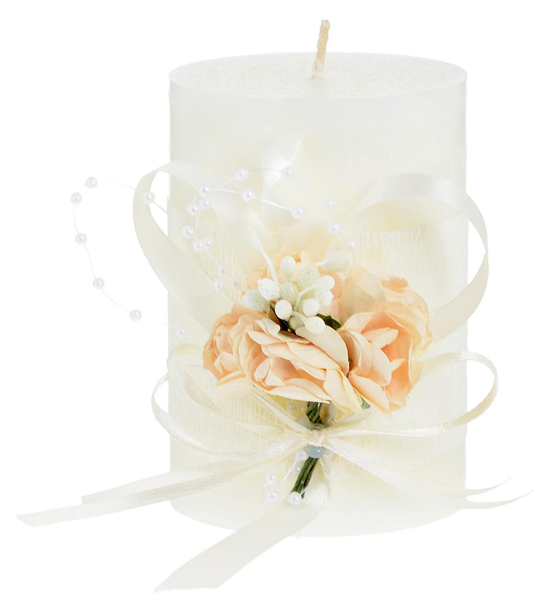 Свеча декоративная Win Max Свадебная, высота 10 см94702Свеча декоративная Win Max Свадебная выполнена из парафина шампанского цвета. Изделие выполнено в форме столбика и декорировано композицией из цветов и ленточек.Свеча будет вас радовать и достойно украсит интерьер. Вы можете поставить свечу в любом месте, где она будет удачно смотреться и радовать глаз. Кроме того, эта свеча - отличный вариант подарка для ваших близких и друзей.Диаметр свечи: 7 см.