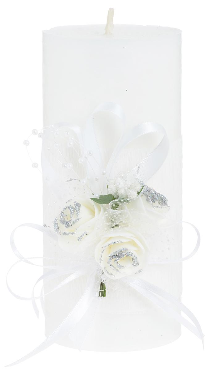Свеча декоративная Win Max Свадебная, высота 15 см. 9470394703Свеча декоративная Win Max Свадебная выполнена из парафина белого цвета. Изделие выполнено в форме столбика и декорировано композицией из цветов и ленточек.Свеча будет вас радовать и достойно украсит интерьер. Вы можете поставить свечу в любом месте, где она будет удачно смотреться и радовать глаз. Кроме того, эта свеча - отличный вариант подарка для ваших близких и друзей.Диаметр свечи: 7 см.