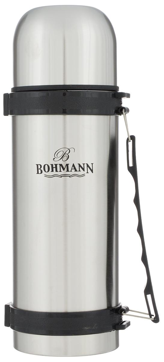 """Дорожный термос """"Bohmann"""" выполнен из нержавеющей стали с матовой полировкой. Двойные стенки сохраняют температуру напитков длительное время. Внутренняя колба выполнена из высококачественной нержавеющей стали. Термос снабжен плотно прилегающей закручивающейся пластиковой пробкой с нажимным клапаном и укомплектован теплоизолированной крышкой, которую можно использовать как чашку. Для того чтобы налить содержимое термоса нет необходимости откручивать пробку. Достаточно надавить на клапан, расположенный в центре. Изделие оснащено эргономичной ручкой и съемным ремнем для удобной переноски.Удобный термос """"Bohmann"""" станет незаменимым спутником в ваших поездках.Высота термоса (с учетом крышки): 29 см.Диаметр горлышка: 5 см.Диаметр чашки (по верхнему краю): 9,5 см.Высота чашки: 7 см.Ширина ремня: 2 см.Длина ремня: 94 см."""