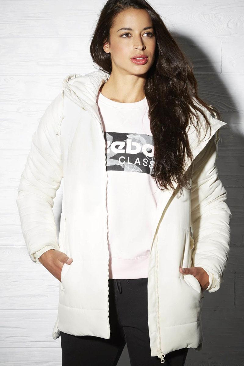 Куртка женская Reebok Padded Jacket Mid, цвет: белый. AY0469. Размер M (46/48)AY0469Утепленная куртка Mid изысканного стиля, отлично защитит от холода — вот основные характеристики этой незаменимой для грядущего сезона модели. Удобный капюшон позволит не беспокоиться о порывах ветра, а карманы отлично подходят для хранения мелочей. Облегающий крой отлично подходит для интенсивных тренировок и совершенно не стесняет движений. Влагоотталкивающий внешний материал обеспечит надежную защиту от непогоды. Слегка удлиненная спинка для уверенности.