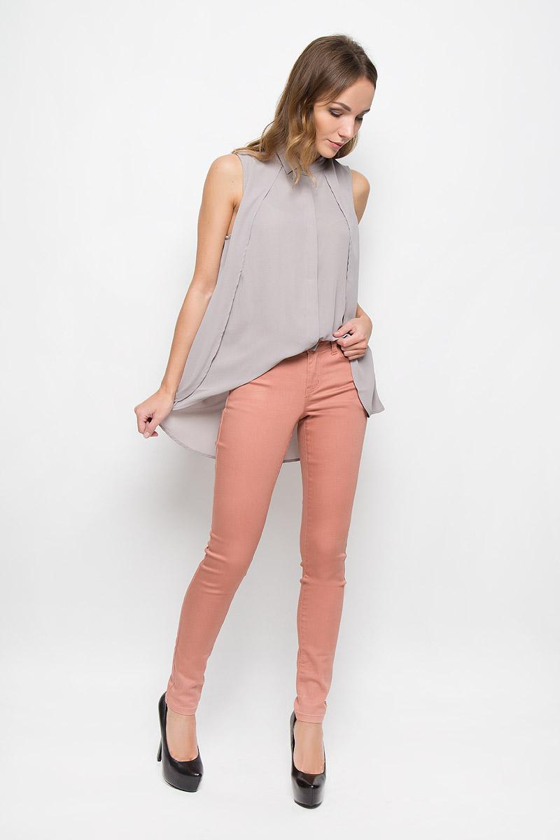Брюки женские Broadway Jane, цвет: розовый. 10156830. Размер M (46)10156830_318Стильные женские брюки Broadway Jane - это изделие высочайшего качества, которое превосходно сидит и подчеркнет все достоинства вашей фигуры. Брюки-скинни стандартной посадки выполнены из эластичного высококачественного материала, что обеспечивает комфорт и удобство при носке. Модель застегивается на пуговицу в поясе и ширинку на застежке-молнии, имеет шлевки для ремня. Брюки имеют классический пятикарманный крой: они оснащены двумя втачными карманами и небольшим втачным кармашком спереди, и двумя втачными карманами на пуговицах сзади.Эти модные и в то же время комфортные брюки послужат отличным дополнением к вашему гардеробу и помогут создать неповторимый современный образ.