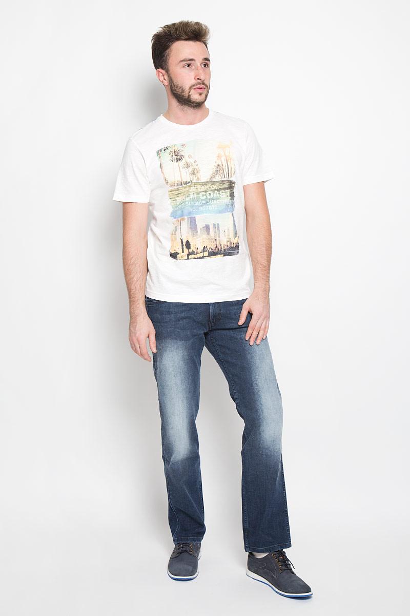 Джинсы мужские Wrangler, цвет: серо-синий. W14Z6478I. Размер 29-32 (44/46-32)W14Z6478IСтильные мужские джинсы Wrangler - джинсы высочайшего качества, которые прекрасно сидят. Модель слегка зауженного к низу кроя и средней посадки изготовлена хлопка с добавлением полиэстера и эластана, не сковывает движения и дарит комфорт. Джинсы на талии застегиваются на металлическую пуговицу, а также имеют ширинку на застежке-молнии и шлевки для ремня. Спереди модель дополнена двумя втачными карманами и одним накладным небольшим кармашком, а сзади - двумя большими накладными карманами. На правом заднем кармане нашивка с названием бренда. Изделие оформлено небольшим эффектом потертости. Эти модные и в тоже время удобные джинсы помогут вам создать оригинальный современный образ. В них вы всегда будете чувствовать себя уверенно и комфортно.