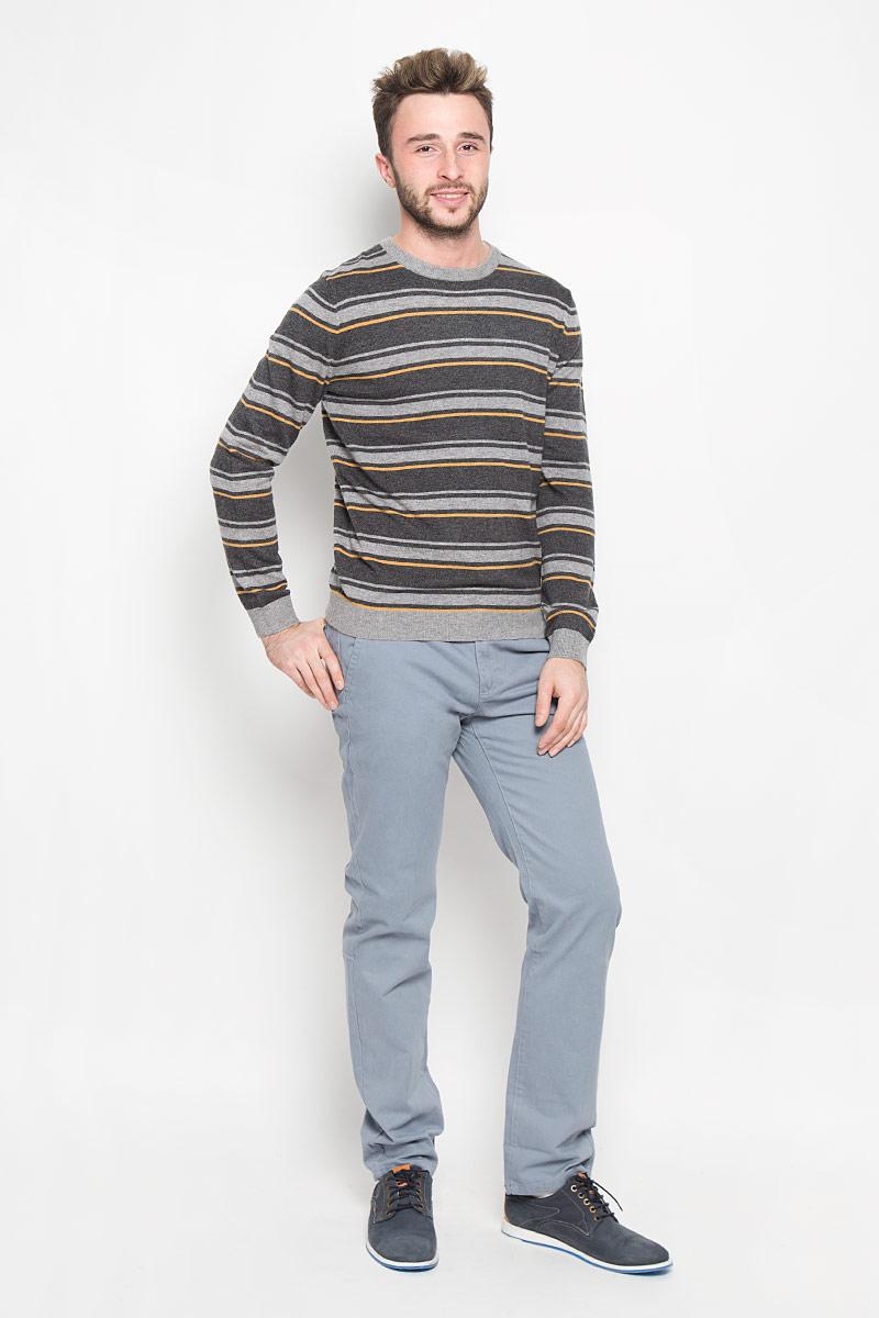 Брюки мужские Sela Casual Wear, цвет: серый. P-215/504-6322. Размер L (50)P-215/504-6322Мужские брюки Sela Casual Wear выполнены из натурального хлопка. Материал изделия тактильно приятный, не стесняет движений и обладает высокими дышащими свойствами. Брюки прямого кроя застегиваются спереди на пуговицы и имеют ширинку на застежке-молнии. На поясе предусмотрены шлевки для ремня. Спереди расположены два втачных кармана и один маленький прорезной, а сзади - два прорезных кармана. Украшено изделие небольшой металлической пластиной. Отличное качество, дизайн и расцветка делают эти брюки стильным предметом мужской одежды. Модель поможет создать модный и современный образ!