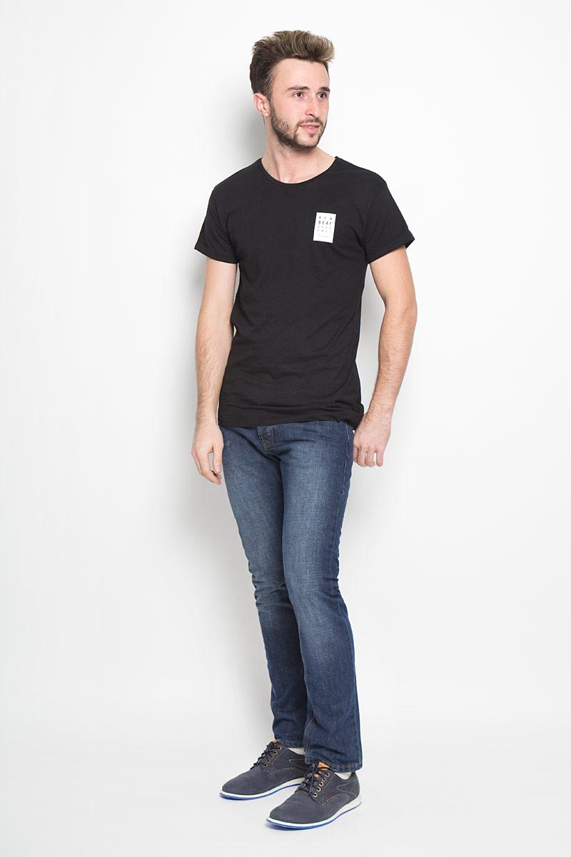 Джинсы мужские Broadway Jake, цвет: темно-синий. 20100300. Размер 36-32 (52-32)20100300_537Стильные мужские джинсы Broadway Jake выполнены из качественного денима. Джинсы прямого кроя дополнены застежкой на пуговицах. На поясе предусмотрены шлевки для ремня. Модель имеет классический пятикарманный крой: спереди - два втачных кармана и один маленький накладной, а сзади - два накладных кармана. Изделие оформлено потертостями, украшено фирменной нашивкой.