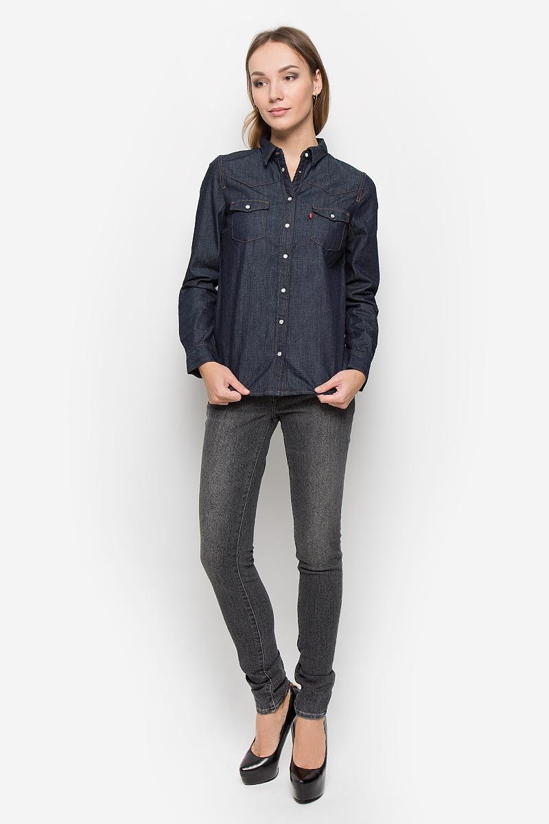 Рубашка женская Levis®, цвет: темно-синий джинс. 2499600020. Размер S (44)2499600020Стильная женская рубашка Levis® выполнена из натурального хлопка. Материал очень мягкий и приятный на ощупь, не сковывает движения и позволяет коже дышать. Рубашка с отложным воротником и длинными рукавами застегивается на кнопки по всей длине. Низ рукавов обработан манжетами на кнопках. Спереди модель дополнена двумя накладными карманами с оригинальными клапанами на кнопках.