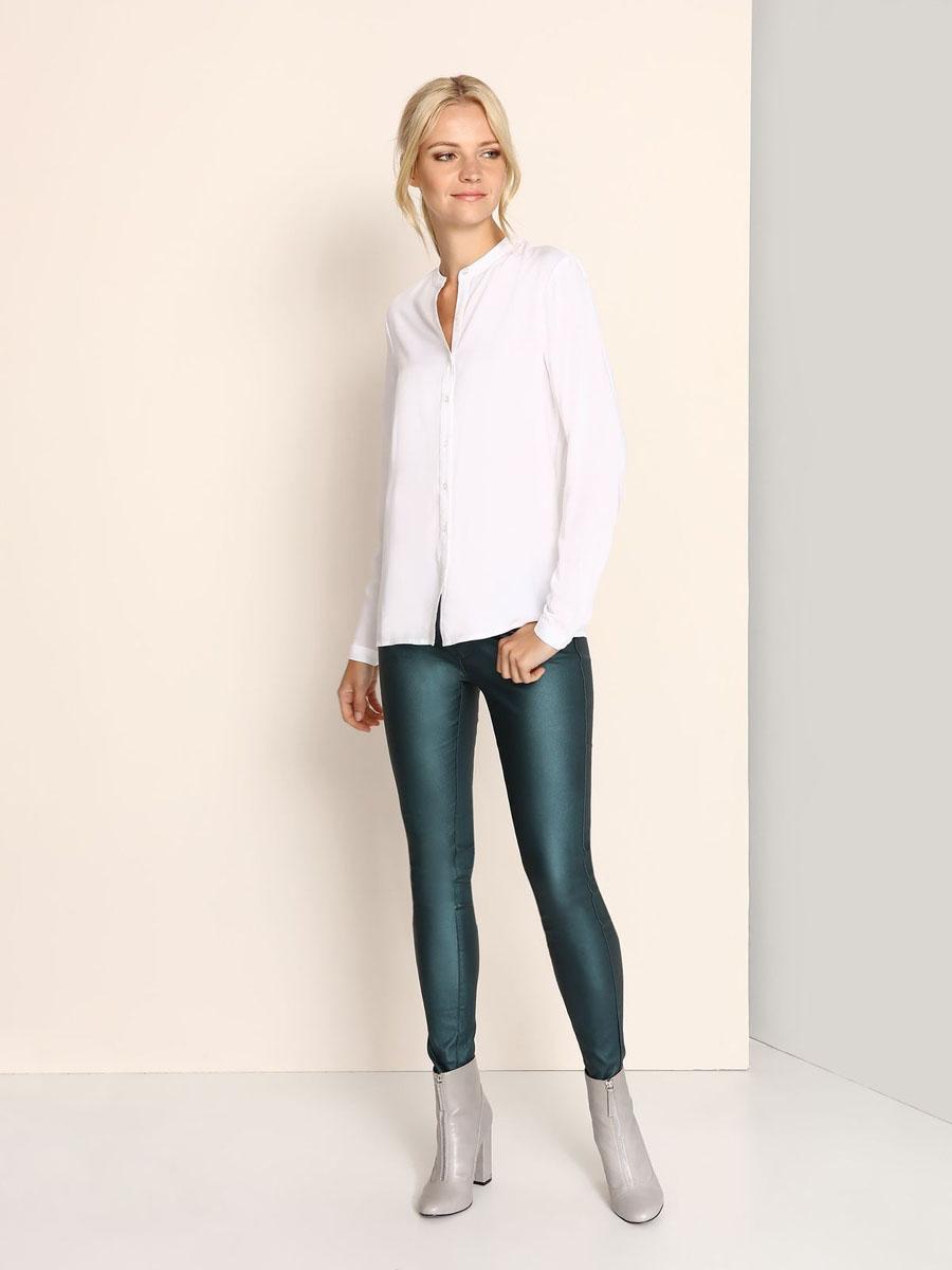 Блузка женская Top Secret, цвет: белый. SBD0628BI. Размер 36 (42)SBD0628BIМодная женская блузка Top Secret, изготовленная из вискозы, приятная на ощупь, не сковывает движений и обеспечивает наибольший комфорт.Модель свободного кроя с круглым вырезом горловины и длинными рукавами застегивается на пуговицы по всей длине. Манжеты рукавов оснащены застежками-пуговицами.