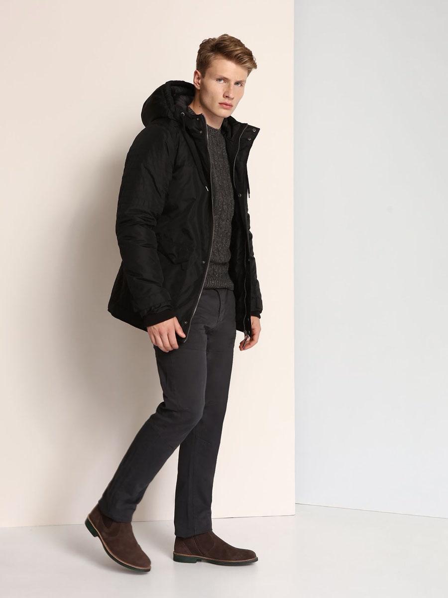 Куртка мужская Top Secret, цвет: черный. SKD0139CA. Размер M (48)SKD0139CAСтильная мужская куртка Top Secret изготовлена из высококачественного полиэстера. В качестве утеплителя используется синтепон. Куртка с несъемным капюшоном застегивается на застежку-молнию и дополнительно на ветрозащитный клапан с кнопками. Капюшон, дополненный регулирующим эластичным шнурком. Спереди расположены четыре кармана на кнопках, на груди - один прорезной карман на застежке-молнии, с внутренней стороны - прорезной открытый карман. Манжеты рукавов дополнены трикотажными напульсниками и хлястиками на кнопках.