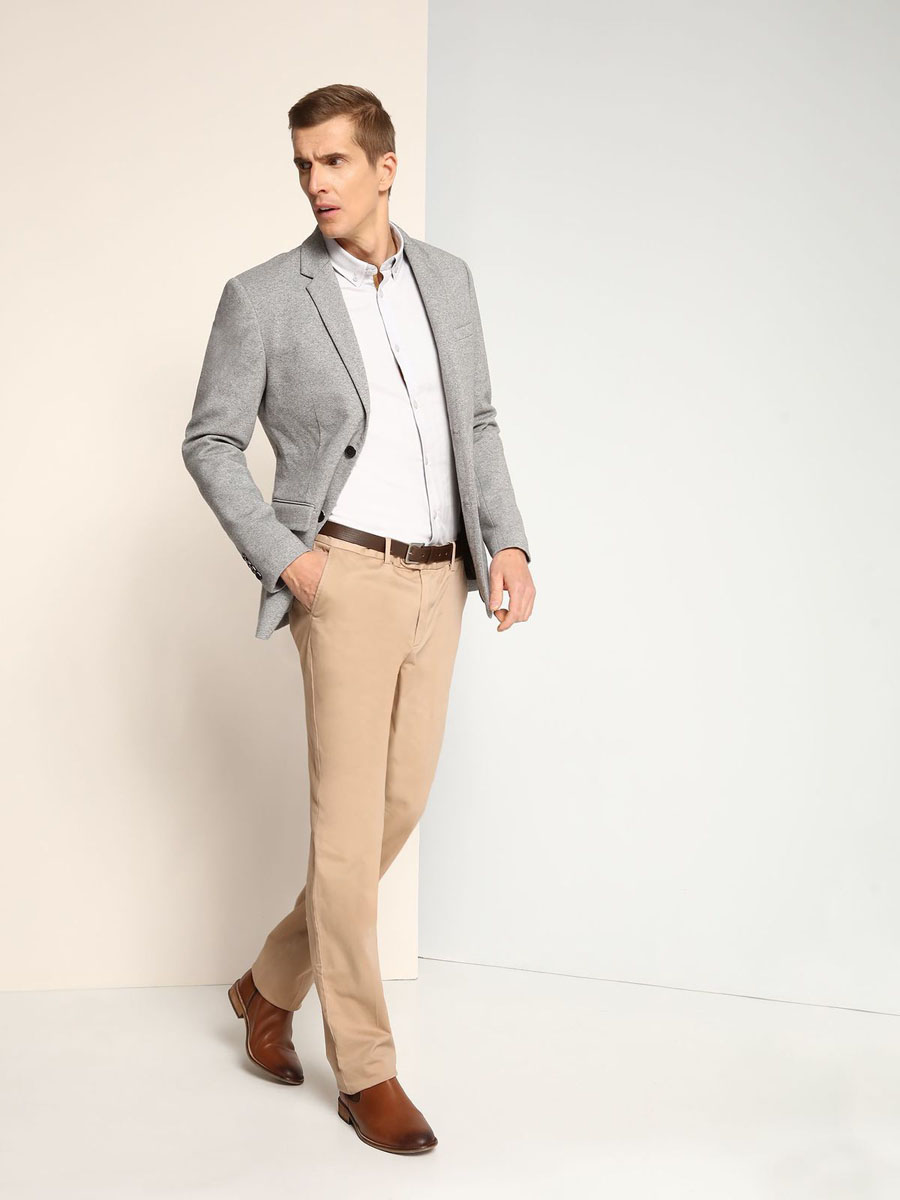 Рубашка мужская Top Secret, цвет: светло-серый. SKL2139SZ. Размер 40/41 (48)SKL2139SZСтильная мужская рубашка Top Secret, выполненная из натурального хлопка, позволяет коже дышать, тем самым обеспечивая наибольший комфорт при носке. Модель классического кроя с отложным воротником и длинными рукавами застегивается на пуговицы по всей длине. Воротник пристегивается к рубашке с помощью пуговиц. Манжеты рукавов дополнены застежками-пуговицами. Рубашка оформлена оригинальным принтом.