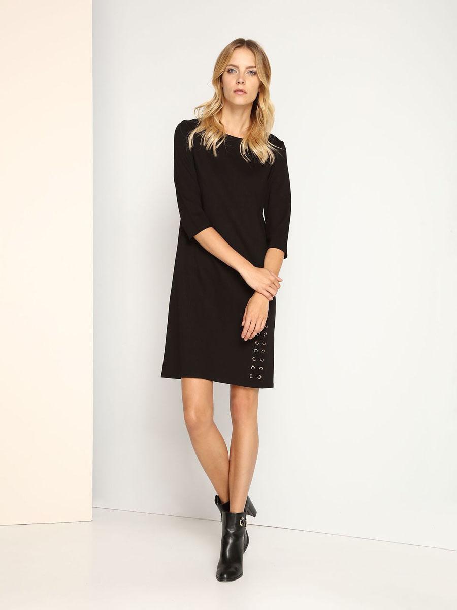 Платье Top Secret, цвет: черный. SSU1692CA. Размер 42 (48)SSU1692CAСтильное платье Top Secret выполнено из вискозы с добавлением полиамида и эластана. Модель с круглым вырезом горловины и рукавами 3/4. Платье прямого кроя на спинке застегивается на скрытую застежку-молнию. Декорировано платье металлической фурнитурой и текстильным шнурком в виде крестиков.