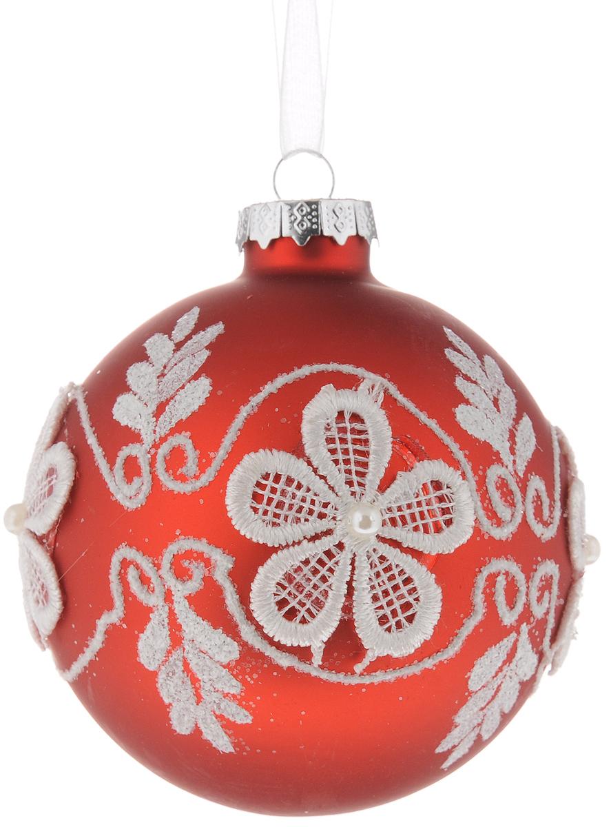 Украшение новогоднее подвесное Magic Time Классика, диаметр 8 см42342Подвесное украшение Magic Time Классика, выполненное из стекла, прекрасно подойдет для праздничного декора вашей ели. Оригинальное новогоднее украшение в виде шара оформлено блестками, объемными вышитыми цветами и бусинами. С помощью специальной текстильной петельки его можно повесить в любом понравившемся вам месте. Но удачнее всего такая игрушка будет смотреться на праздничной елке. Елочная игрушка - символ Нового года и Рождества. Она несет в себе волшебство и красоту праздника. Создайте в своем доме атмосферу веселья и радости, украшая новогоднюю елку нарядными игрушками, которые будут из года в год накапливать теплоту воспоминаний.