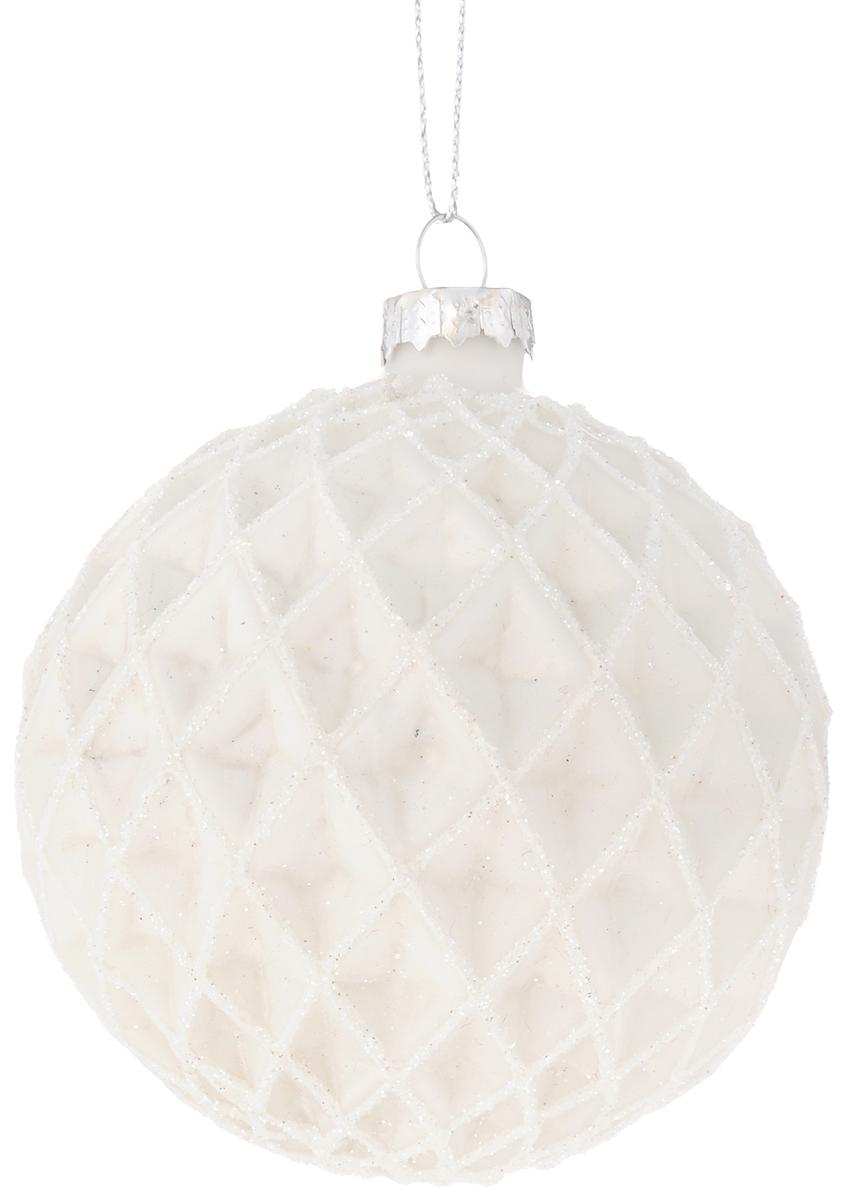 Украшение новогоднее подвесное Magic Time Ледяная долина, диаметр 8 см42335Новогоднее подвесное украшение Magic Time Ледяная долина выполнено из высококачественного стекла в форме шара и оформлено изящным рельефным рисунком с блестками. С помощью специальной петельки украшение можно повесить в любом понравившемся вам месте. Но удачнее всего такая игрушка будет смотреться на праздничной елке. Елочная игрушка - символ Нового года и Рождества. Она несет в себе волшебство и красоту праздника. Создайте в своем доме атмосферу веселья и радости, украшая новогоднюю елку нарядными игрушками, которые будут из года в год накапливать теплоту воспоминаний.