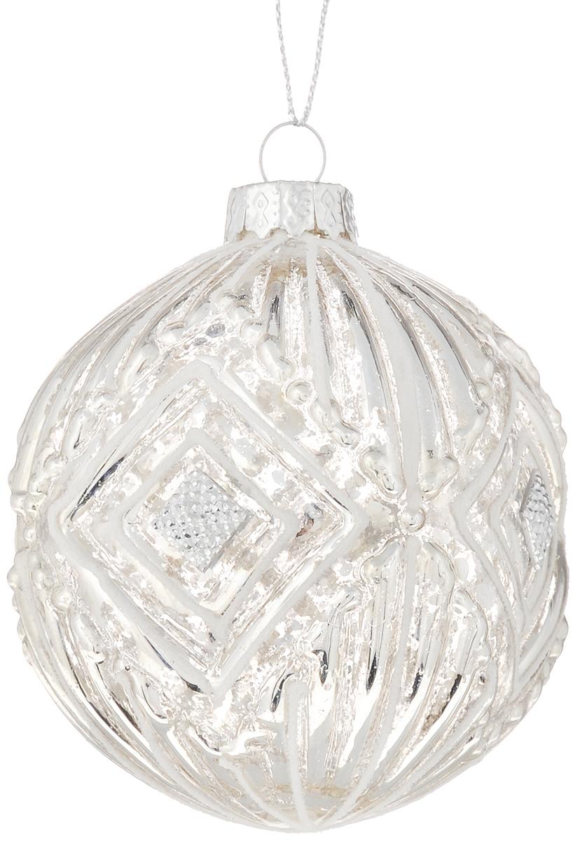Украшение новогоднее подвесное Magic Time Золотые узоры, диаметр 8 см42336Подвесное украшение Magic Time Золотые узоры, выполненное из стекла, прекрасно подойдет для праздничного декора вашей ели. Оригинальное новогоднее украшение в виде шара оформлено блестками и стразами. С помощью специальной петельки его можно повесить в любом понравившемся вам месте. Но удачнее всего такая игрушка будет смотреться на праздничной елке. Елочная игрушка - символ Нового года и Рождества. Она несет в себе волшебство и красоту праздника. Создайте в своем доме атмосферу веселья и радости, украшая новогоднюю елку нарядными игрушками, которые будут из года в год накапливать теплоту воспоминаний.