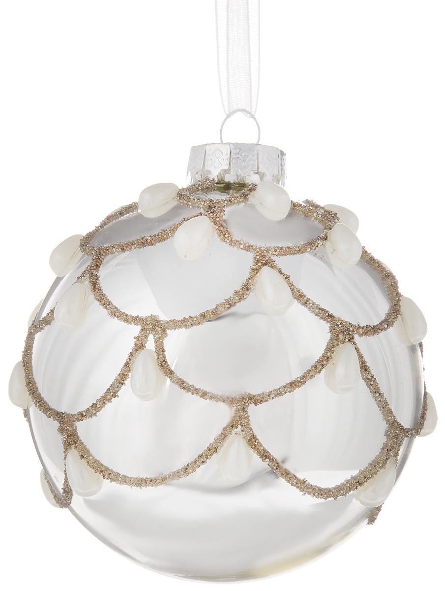 """Новогоднее подвесное украшение Magic Time """"Морозные узоры"""" выполнено из стекла в виде шара и декорировано искусственными жемчужинами-капельками. С помощью специальной петельки украшение можно повесить в любом понравившемся вам месте. Но, конечно, удачнее всего оно будет смотреться на праздничной елке.  Елочная игрушка - символ Нового года. Она несет в себе волшебство и красоту праздника. Создайте в своем доме атмосферу веселья и радости, украшая  новогоднюю елку нарядными игрушками, которые будут из года в год накапливать теплоту воспоминаний.  Материал: стекло. Диаметр: 8 см."""